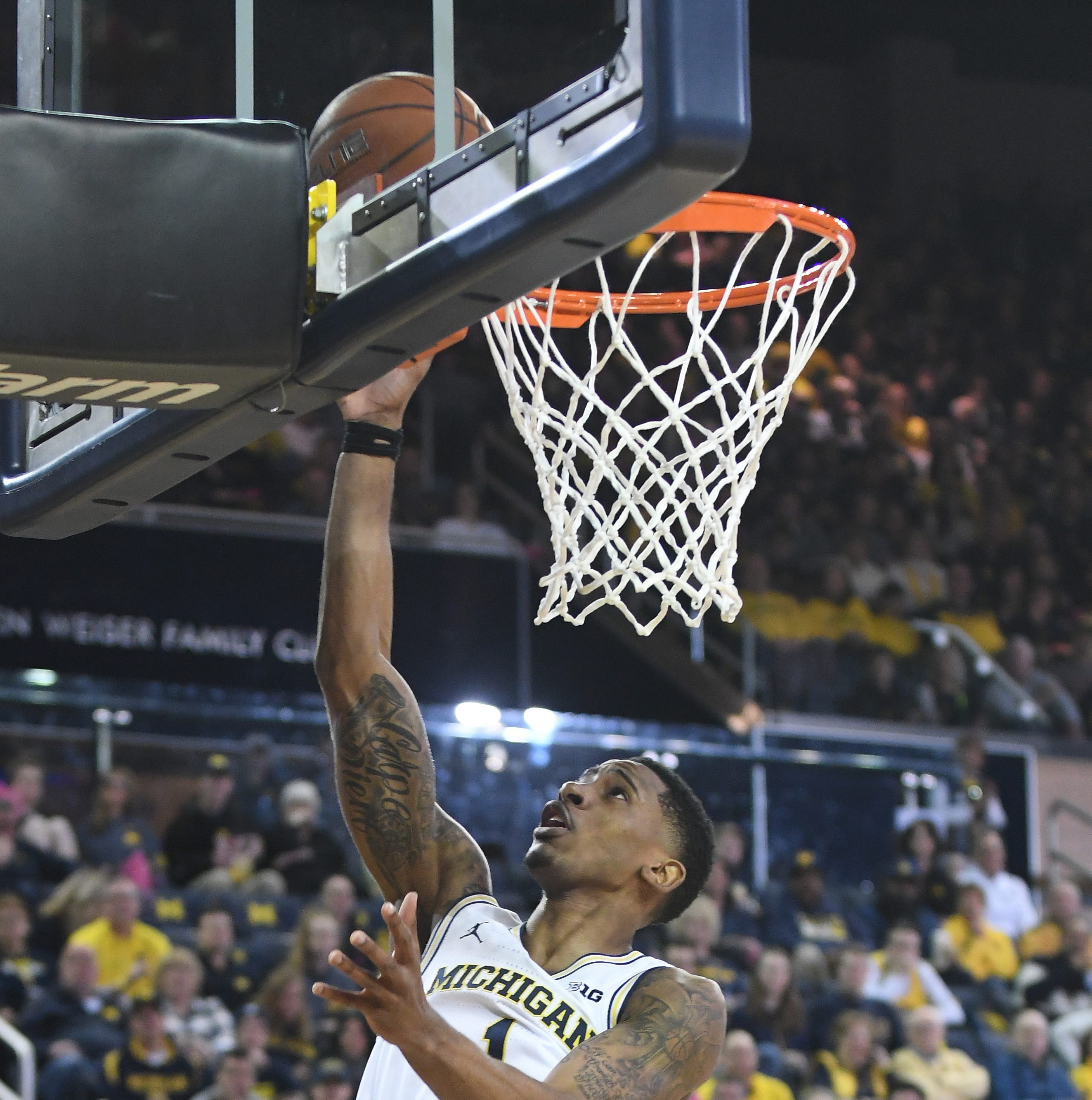 No. 6 Michigan regroups, rumbles past No. 24 Maryland