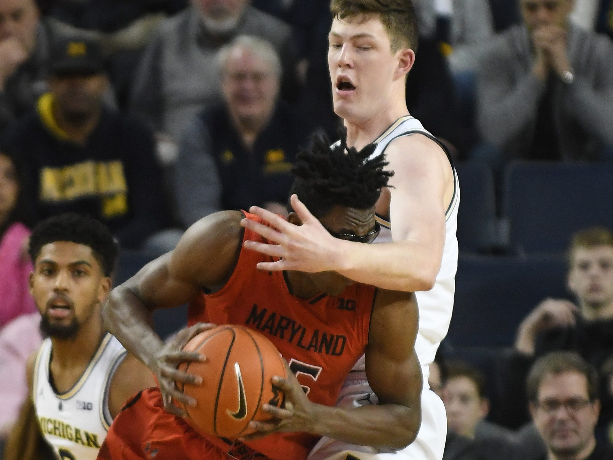 Michigan's Jon Teske defends against Maryland's Jalen Smith in the first half.