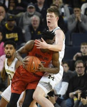 Michigan's Jon Teske defends against Maryland's Jalen Smith in the first half.