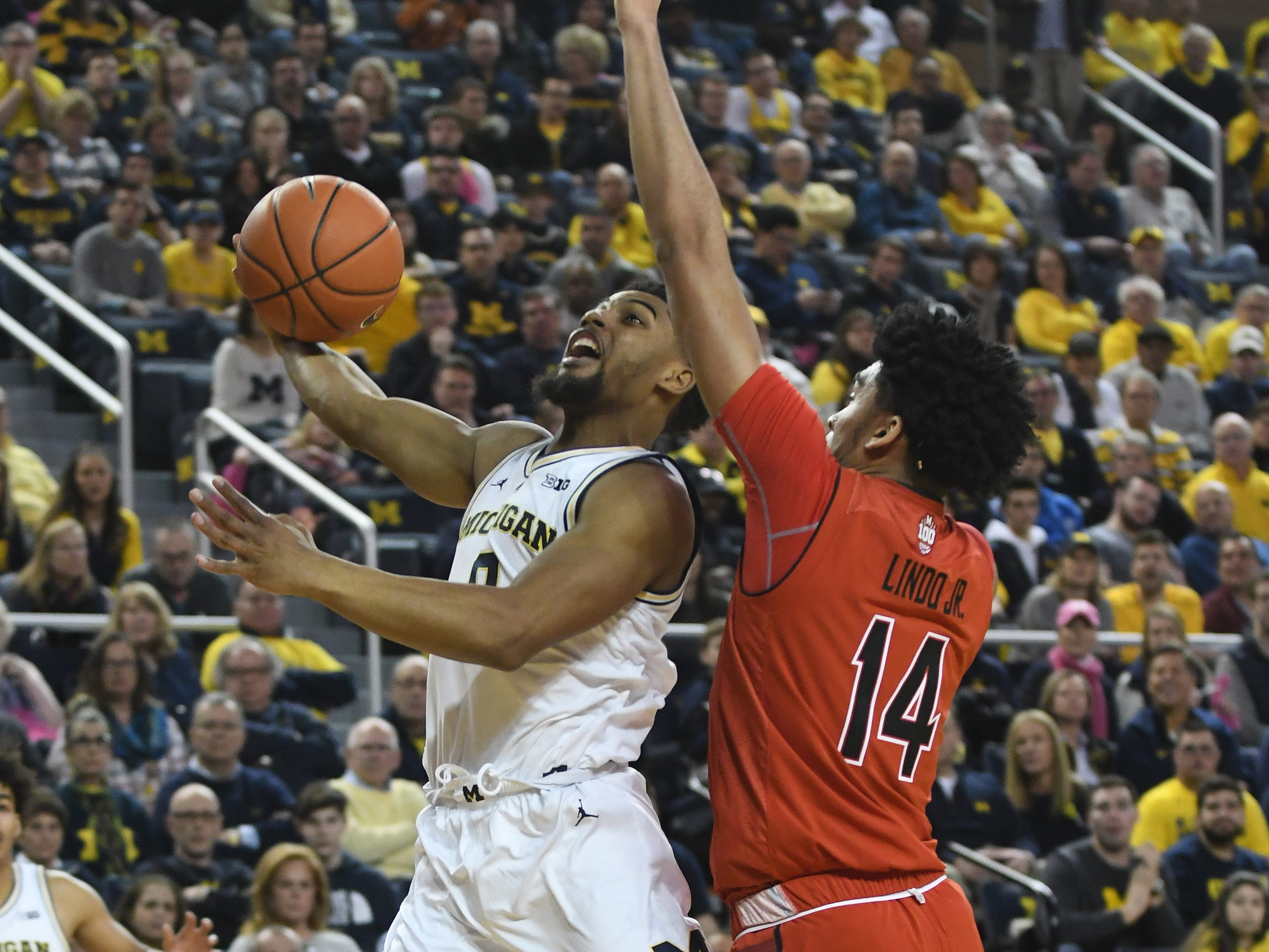 Michigan's David DeJulius drives to the basket against Maryland's Ricky Linda Jr. in the first half.