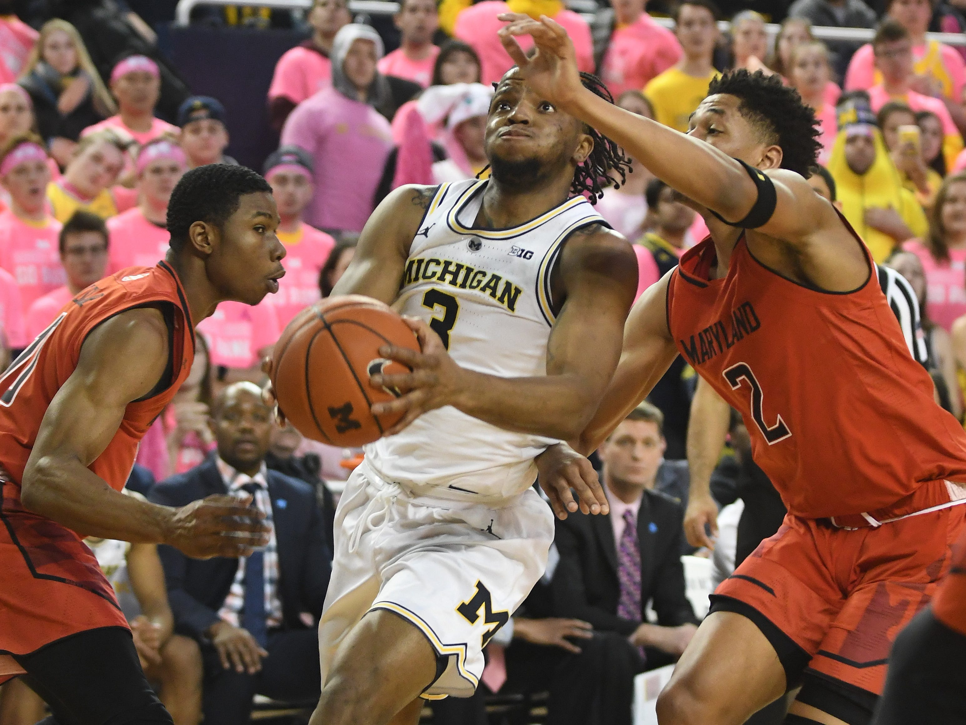 Michigan's Zavier Simpson drives to the hoop past Maryland's Aaron Wiggins in the second half.