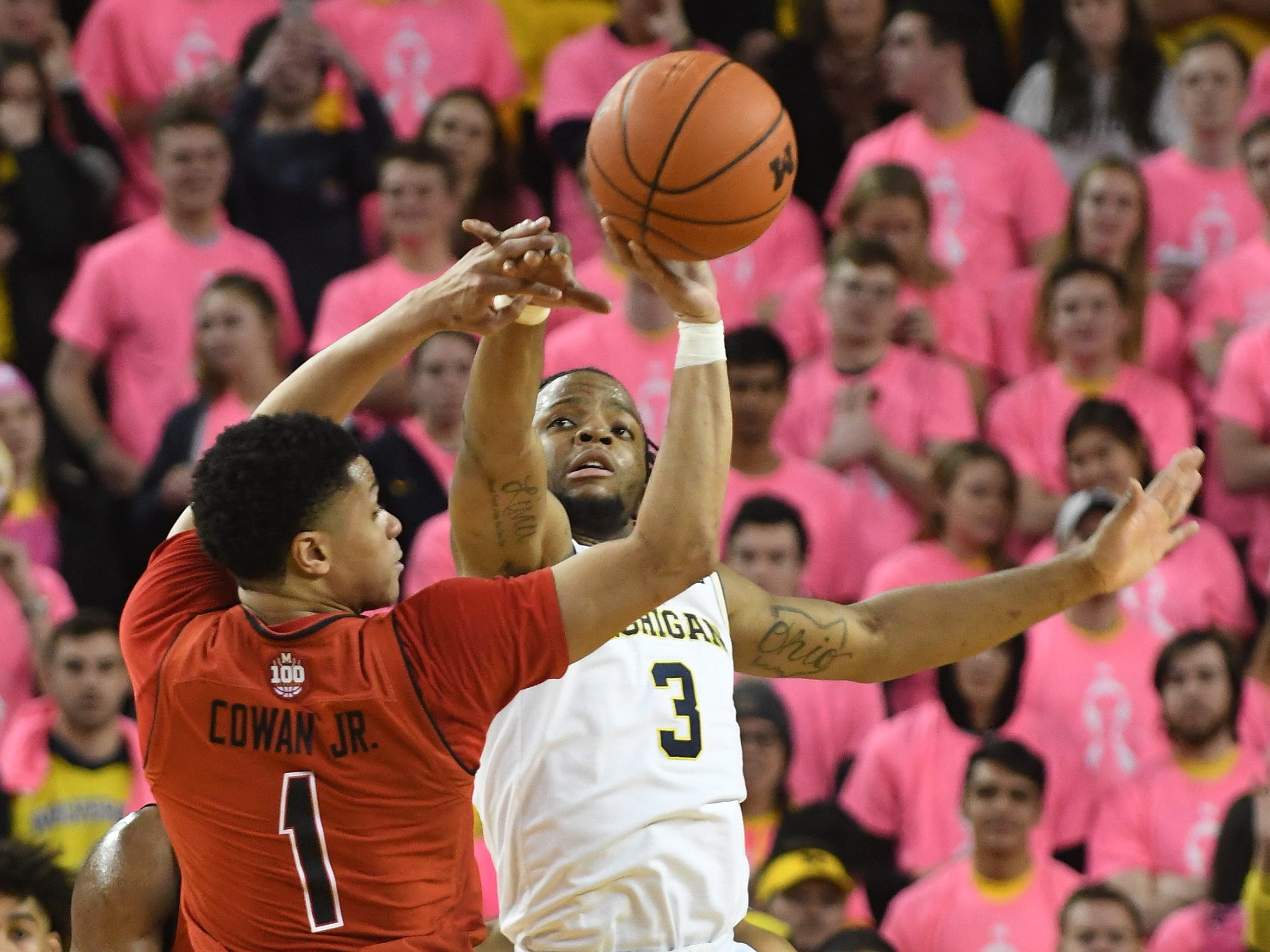 Michigan's Zavier Simpson defends against Maryland's Anthony Cowan Jr. in the second half.
