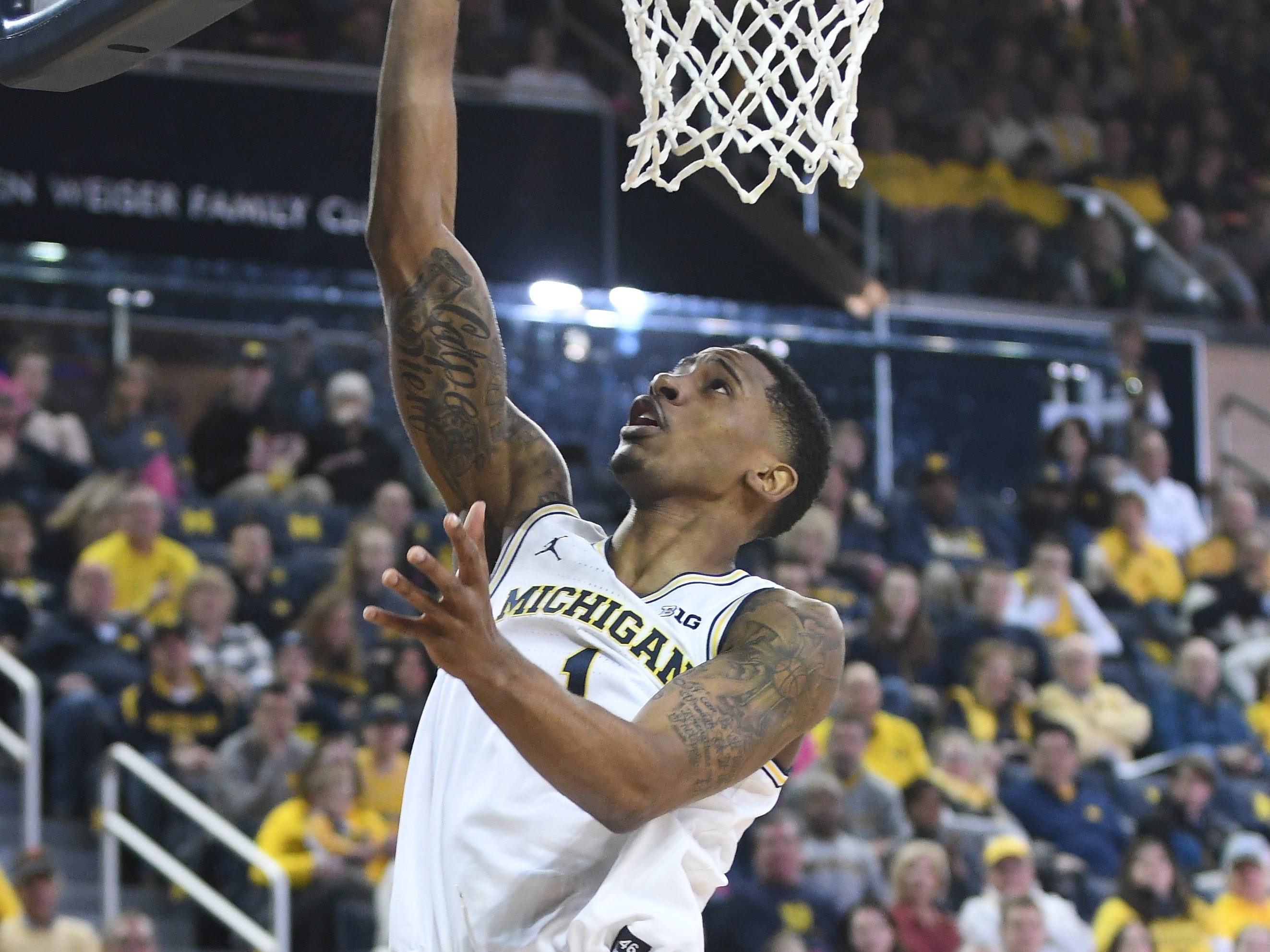 Michigan's Charles Matthews lays in two points on a long pass from Ignas Brazdeikis in the first half.