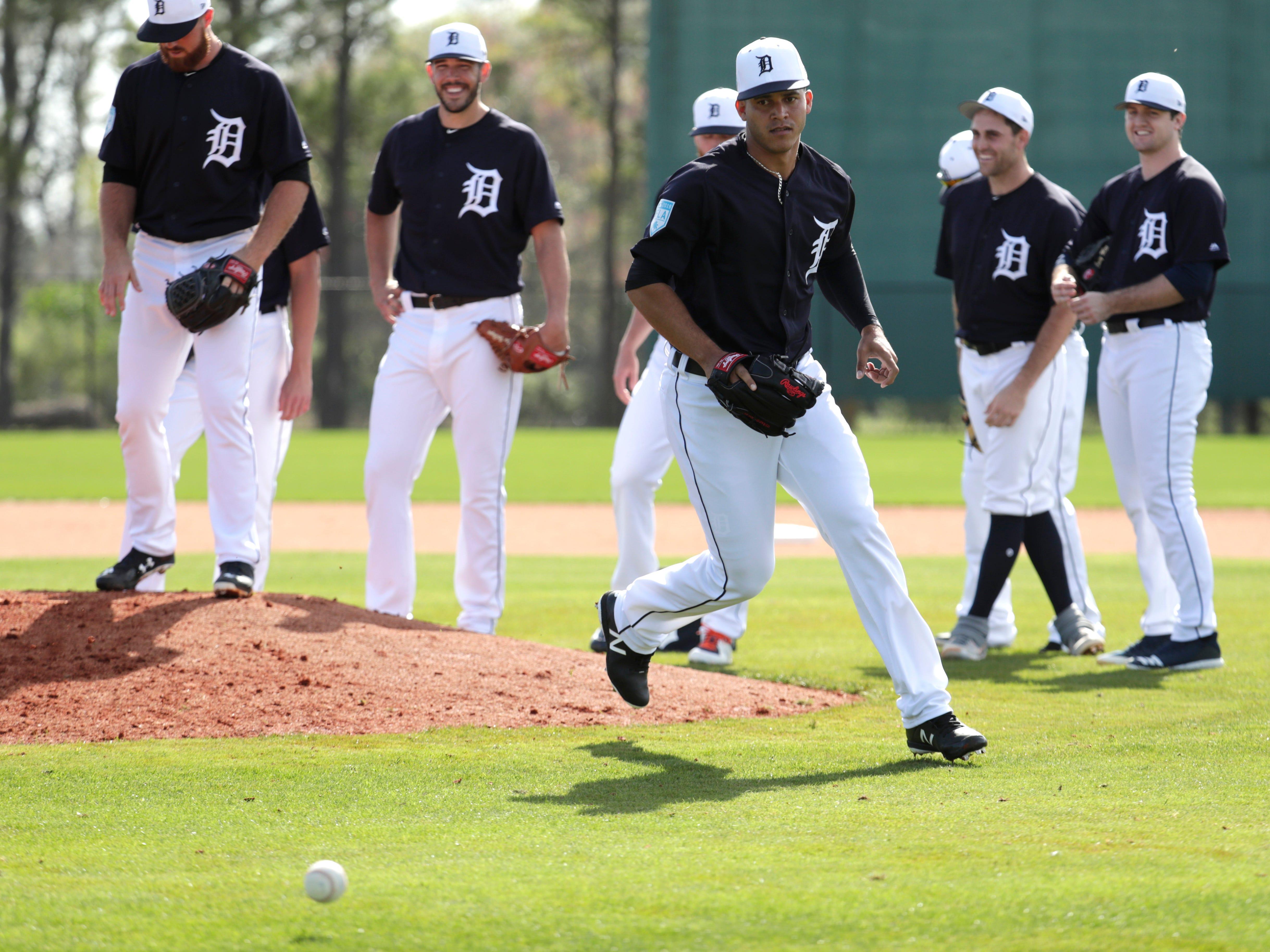 Detroit Tigers relief pitcher Jose Fernandez does drills.