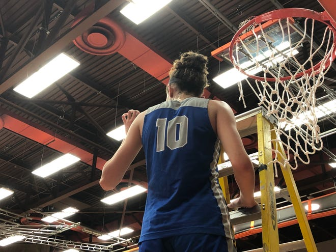 Amaya Hamilton scored 14 points in HSE's win over Crown Point.