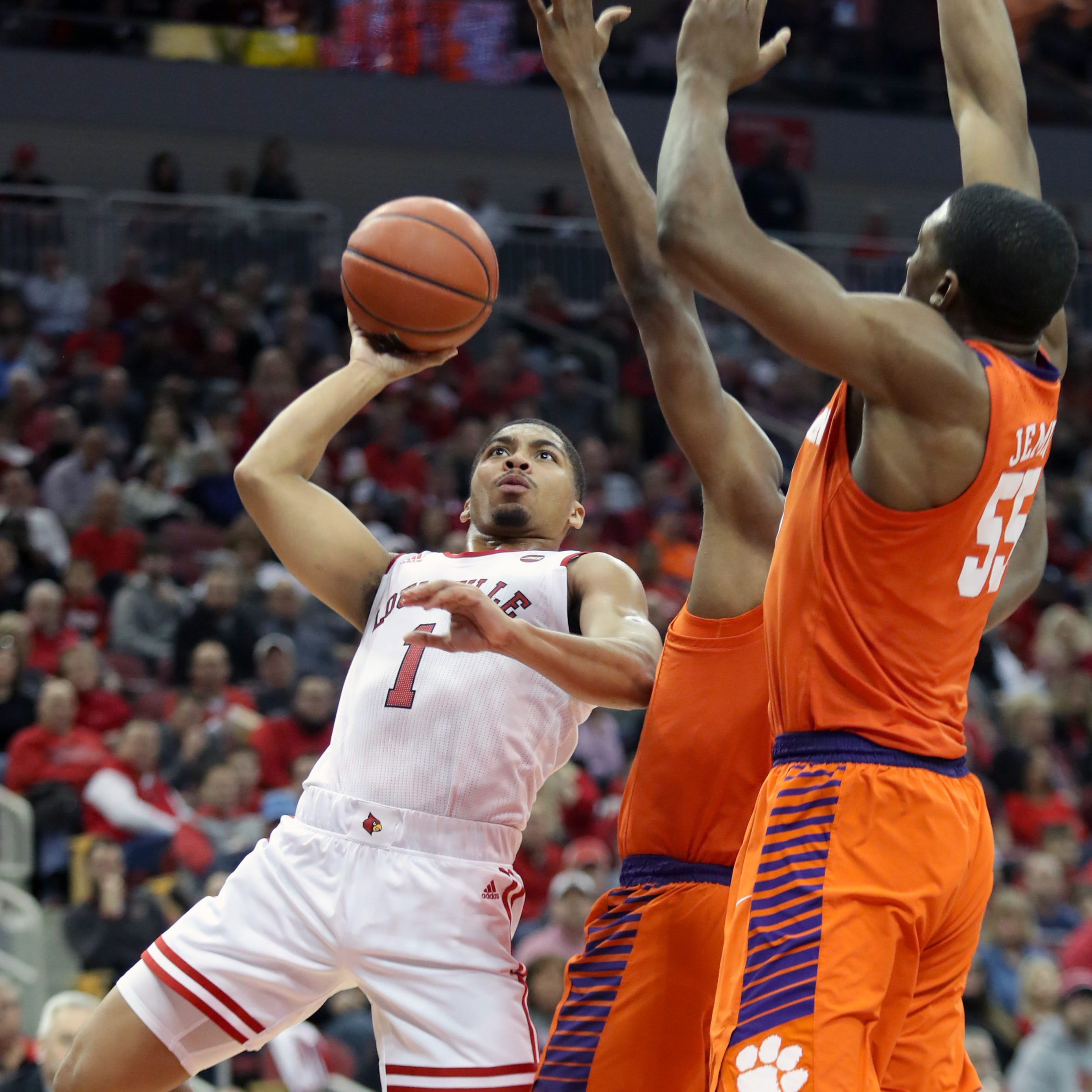 Louisville escapes Clemson at the buzzer in an ugly offensive game
