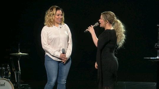 MCTS bus driver Natalie Barnes, left, was honored Friday night by pop singer Kelly Clarkson at a concert in Green Bay.