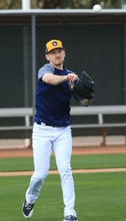 ******FOR FEB. 17 NOTEBOOK******Milwaukee Brewers pitcher Zach Davies throws to first base, during spring training drills at American Family Fields of Phoenix, Saturday, February 16, in Phoenix, Arizona.(Photo/Roy Dabner) ORG XMIT: RD039