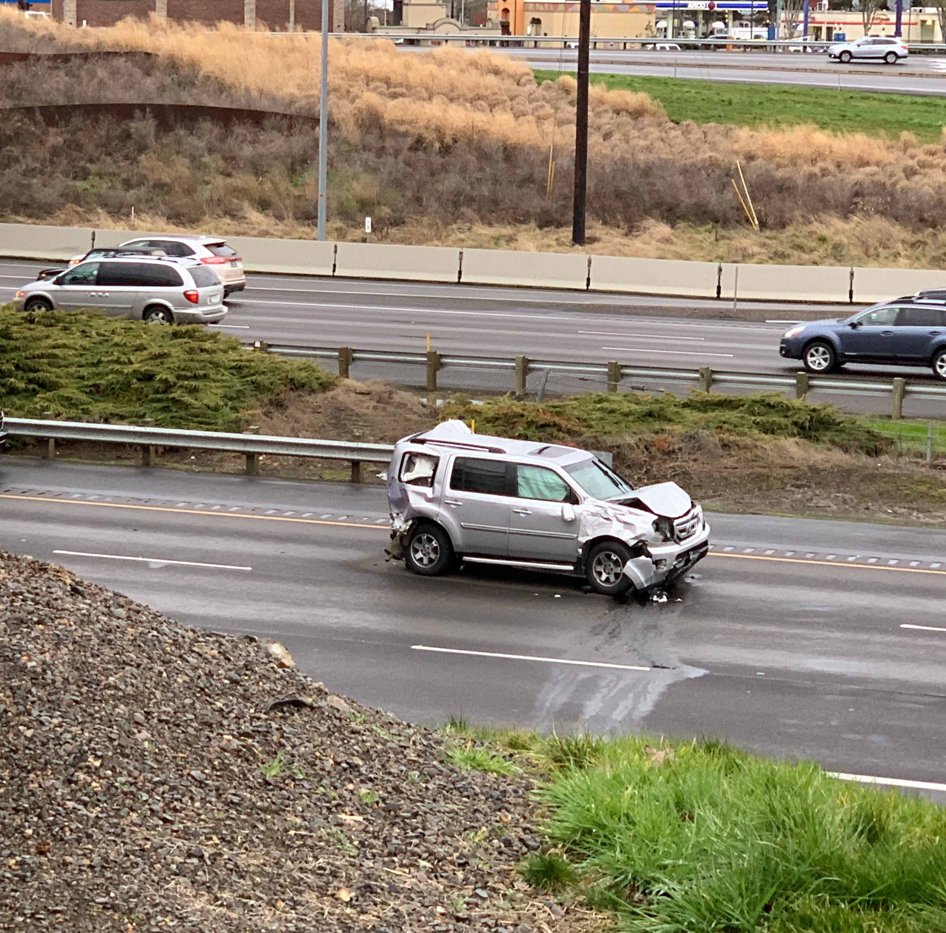 Update: Southbound I-5 lanes near Woodburn open after crash