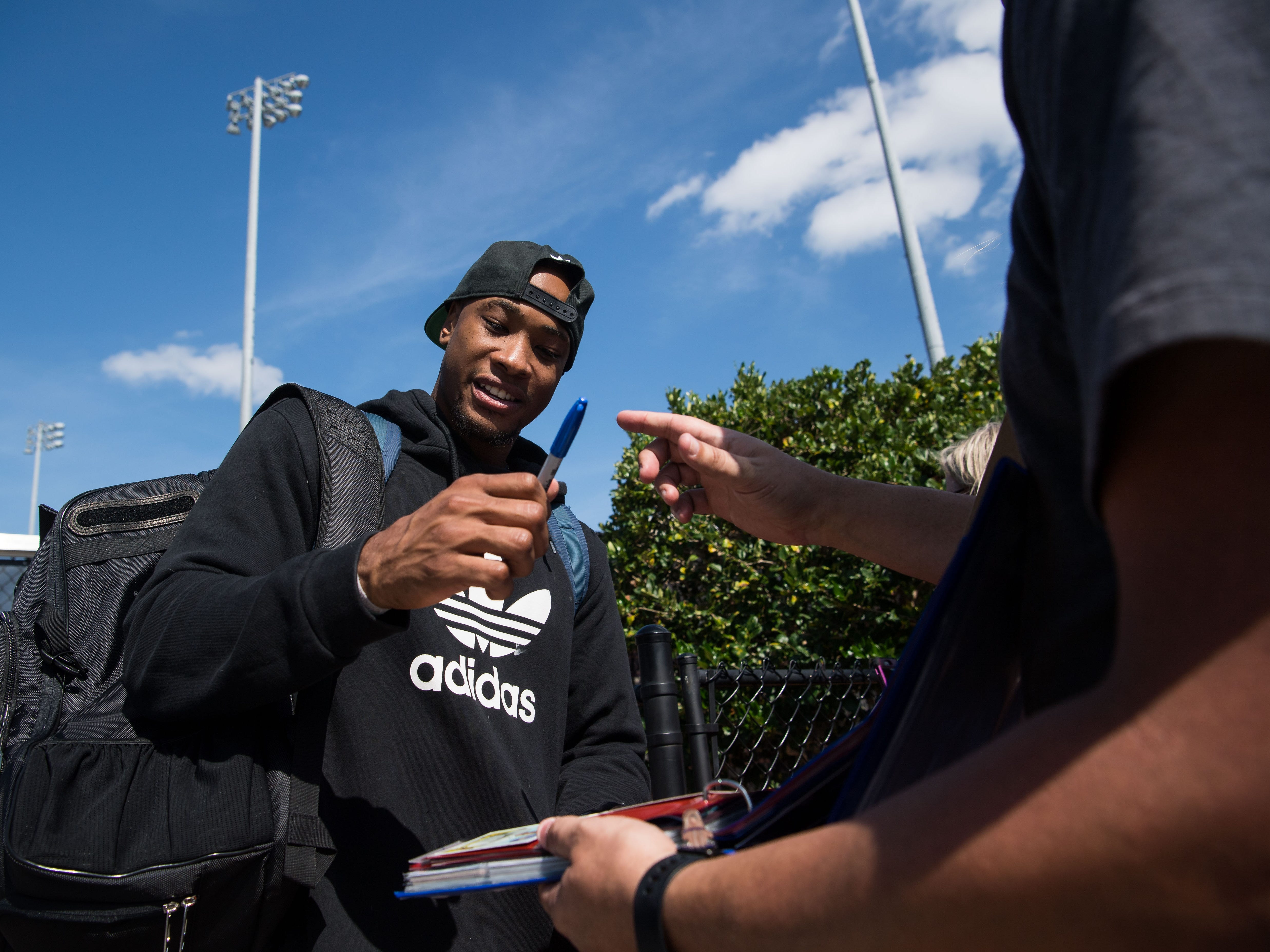 New York Mets outfielder Keon Broxton signs autographs and takes photos with fans outside the security gates at spring training Saturday, Feb. 16, 2019, at First Data Field in Port St. Lucie.