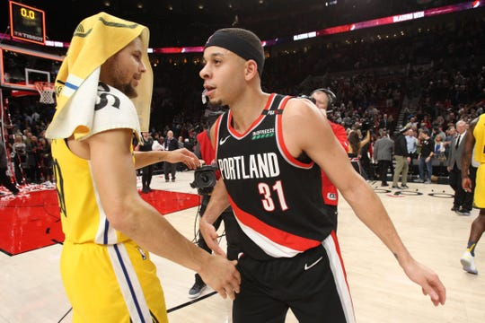 Stephen Curry and brother Seth Curry meet after a game.