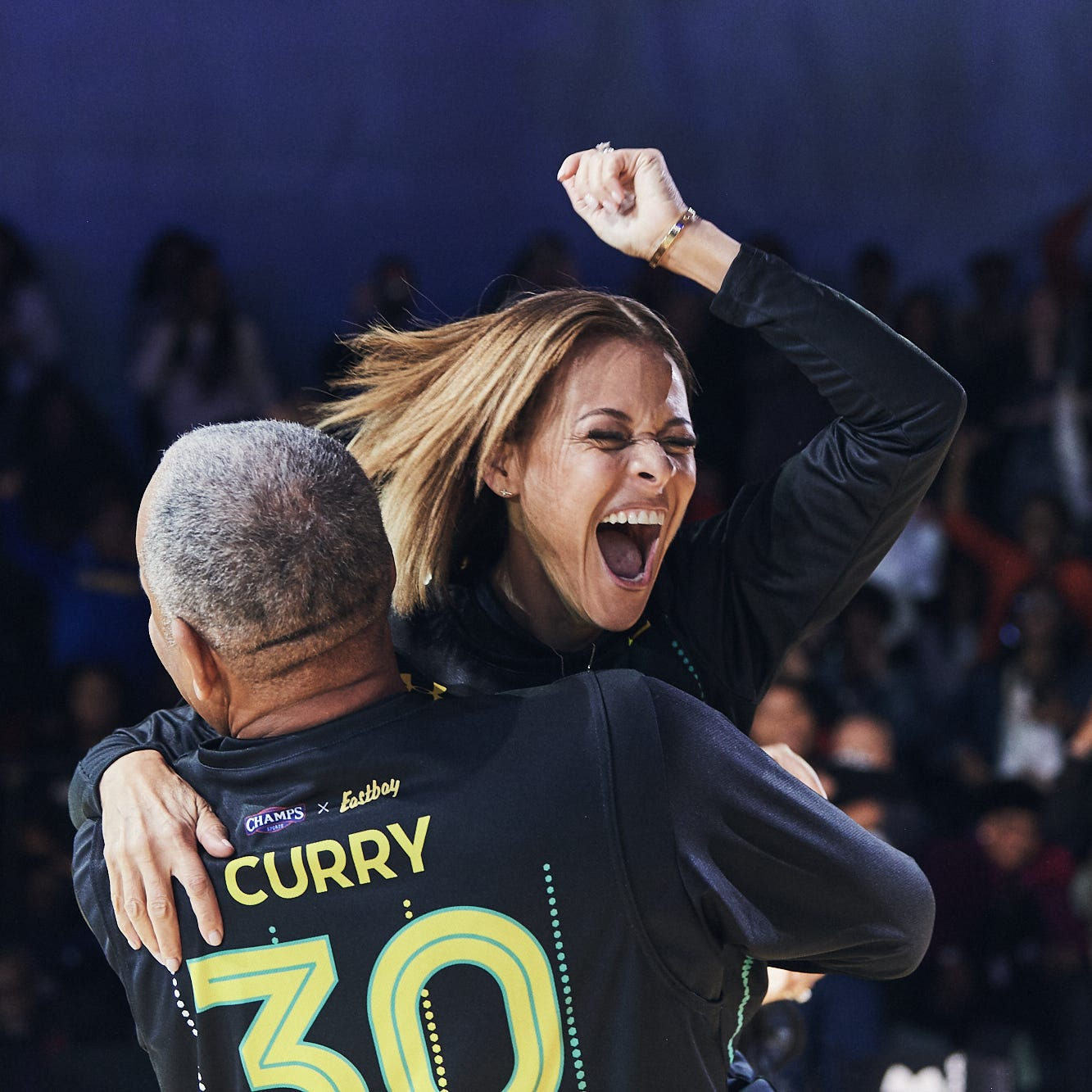 Steph Curry and family put on show, highlighted by mom's halfcourt shot, while giving back