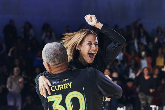 Sonya Curry celebrates her shot with her husband Dell.