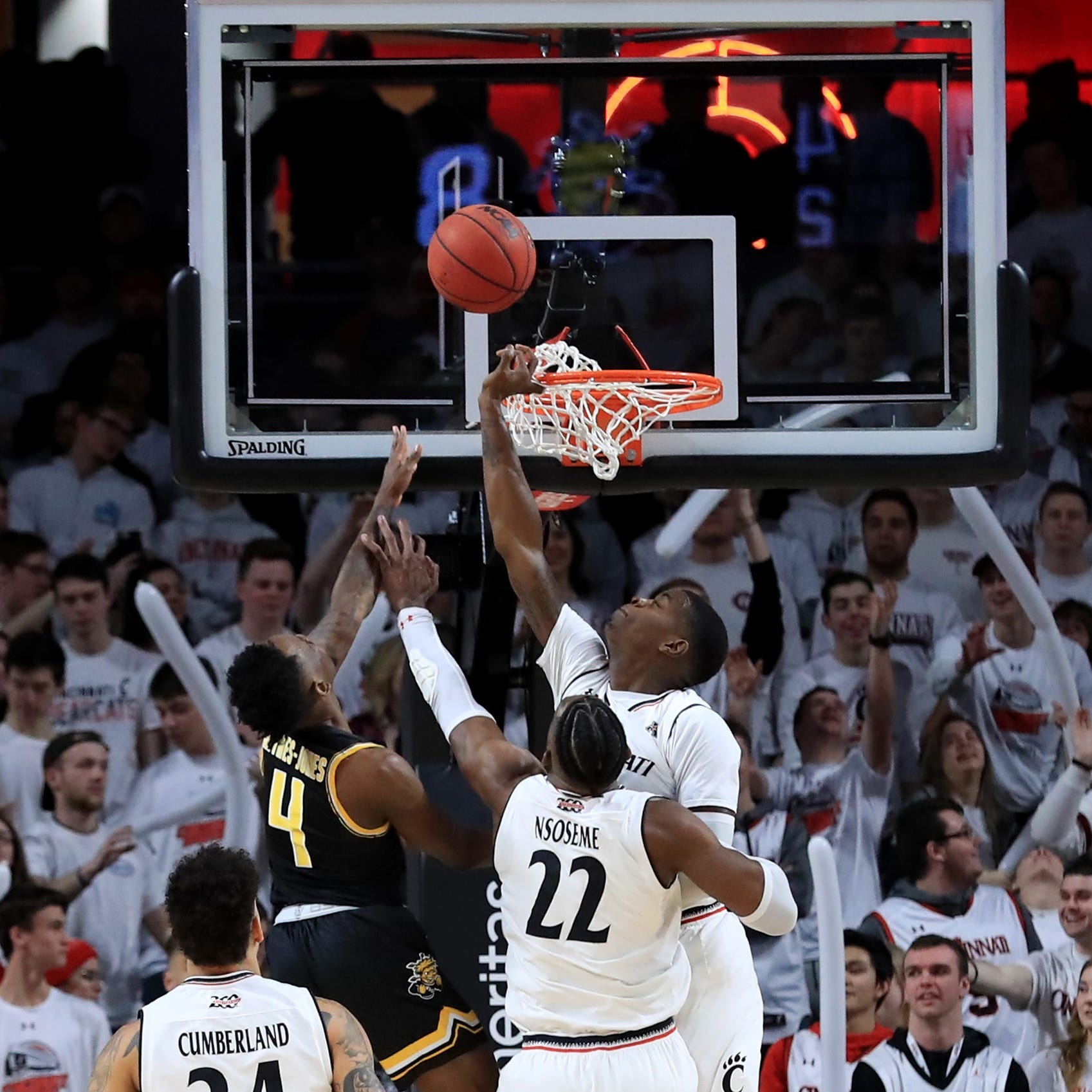 Cincinnati Bearcats stop the Wichita State Shockers