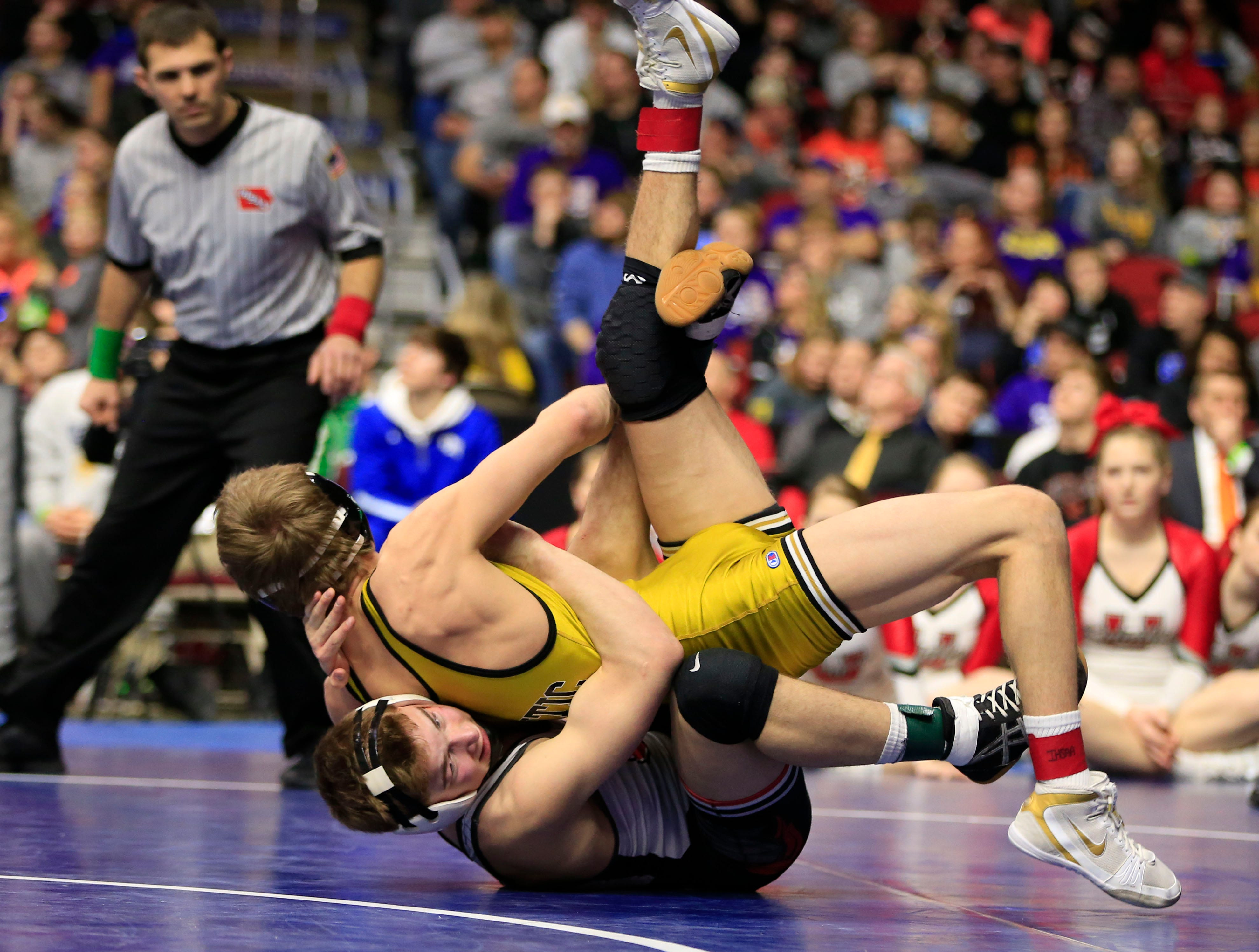 Jack Thomsen of Union beats Chase McLaren of Atlantic for the 2A state wrestling championship at 138 pounds Saturday, Feb. 16, 2019.