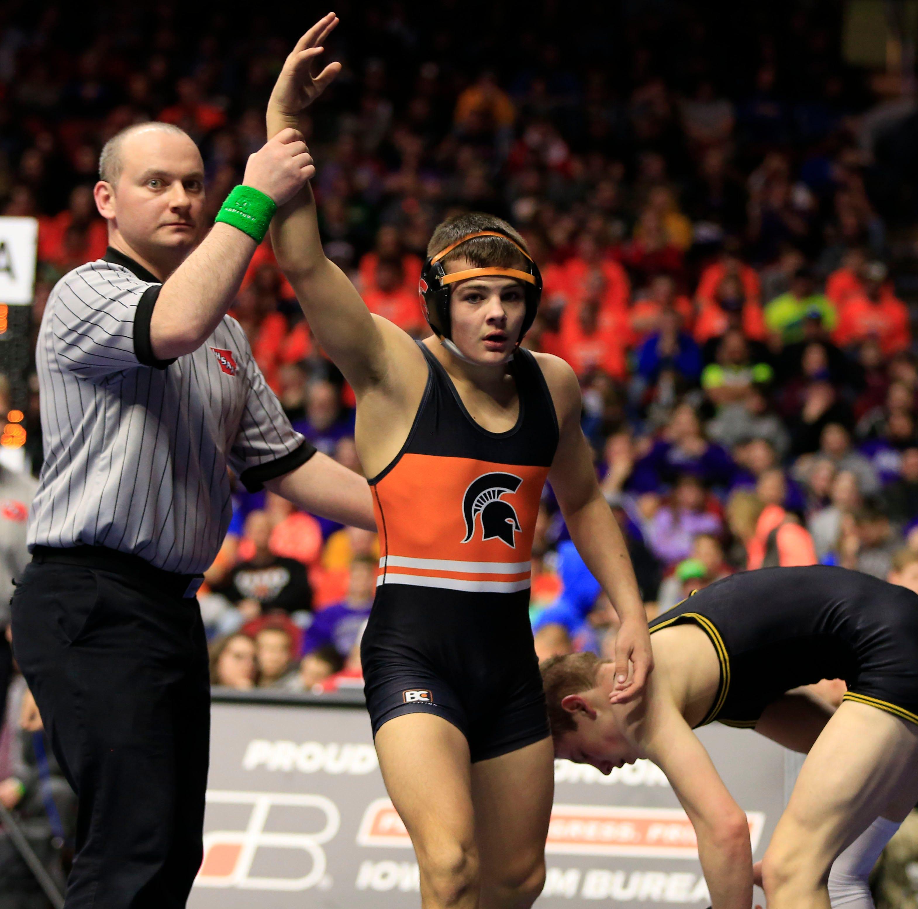 Wrestling takeaways: Iowa's top high school wrestlers clash at War At West Gym