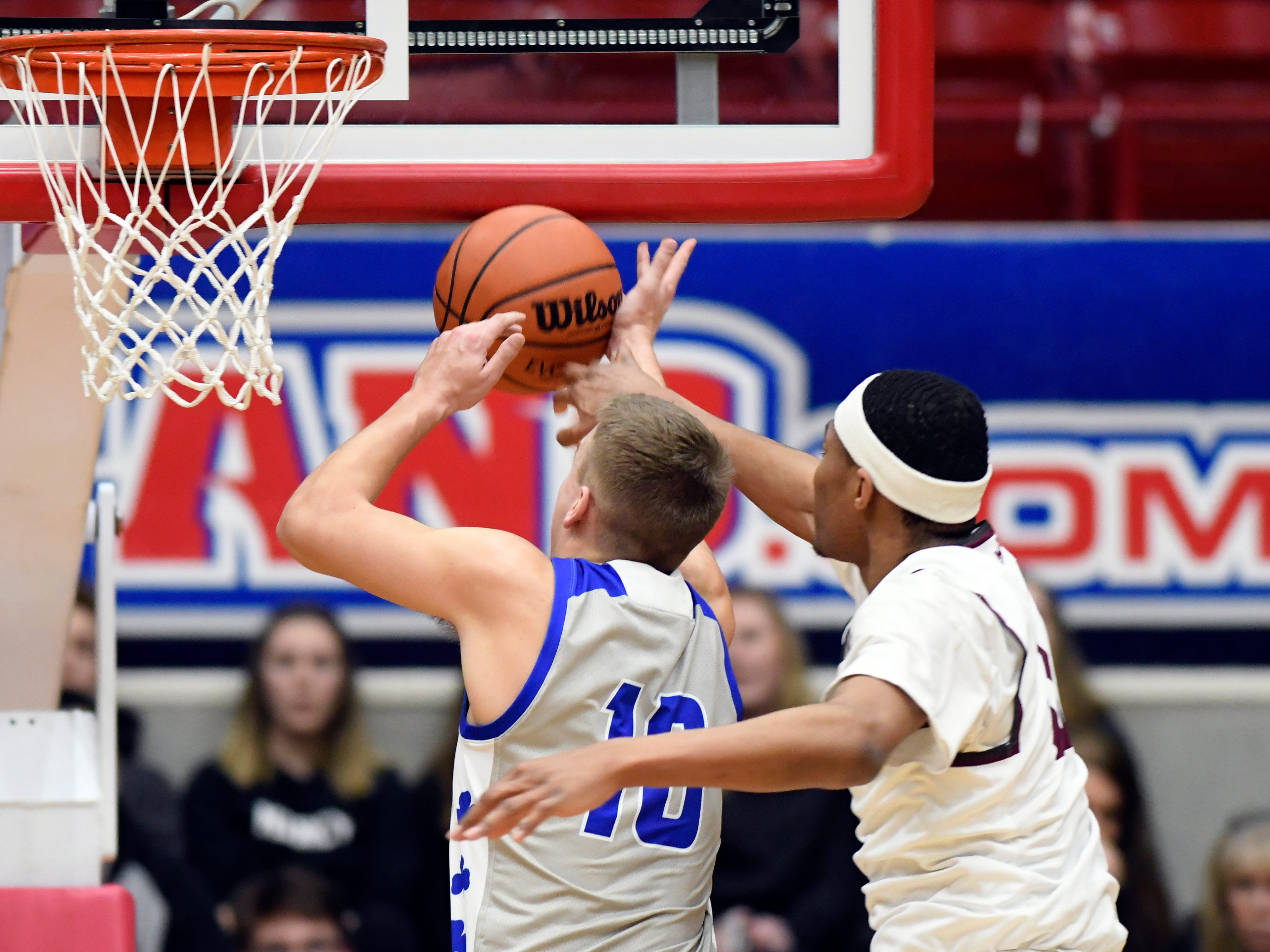 U. of D Jesuit forward Jalen Thomas (11), right, knocks the ball away from Detroit Catholic Central's Mike Harding (10) during the first quarter.