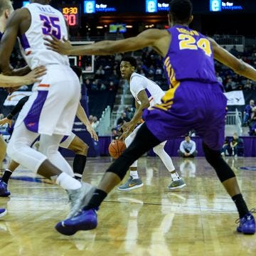 Evansville's Marty Hill (1) looks to make a pass during the first half against the   Northern Iowa Panthers at Ford Center in Evansville, Ind.