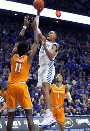 Kentucky's PJ Washington, middle, shoots between Tennessee's Kyle Alexander (11) and Lamonte Turner (1) during the first half of an NCAA college basketball game in Lexington, Ky., Saturday, Feb. 16, 2019. (AP Photo/James Crisp)