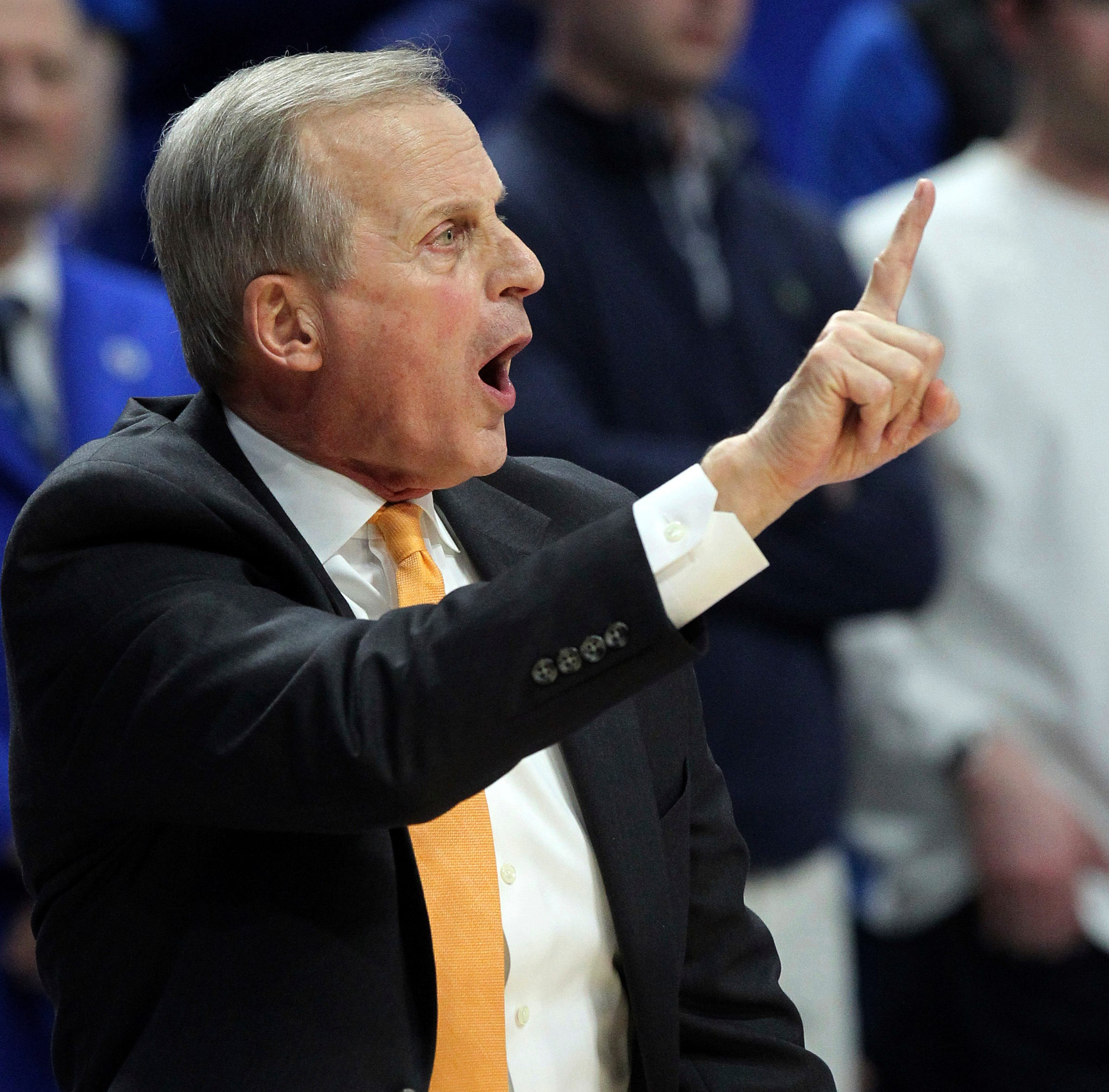 Tennessee coach Rick Barnes calls a play during...