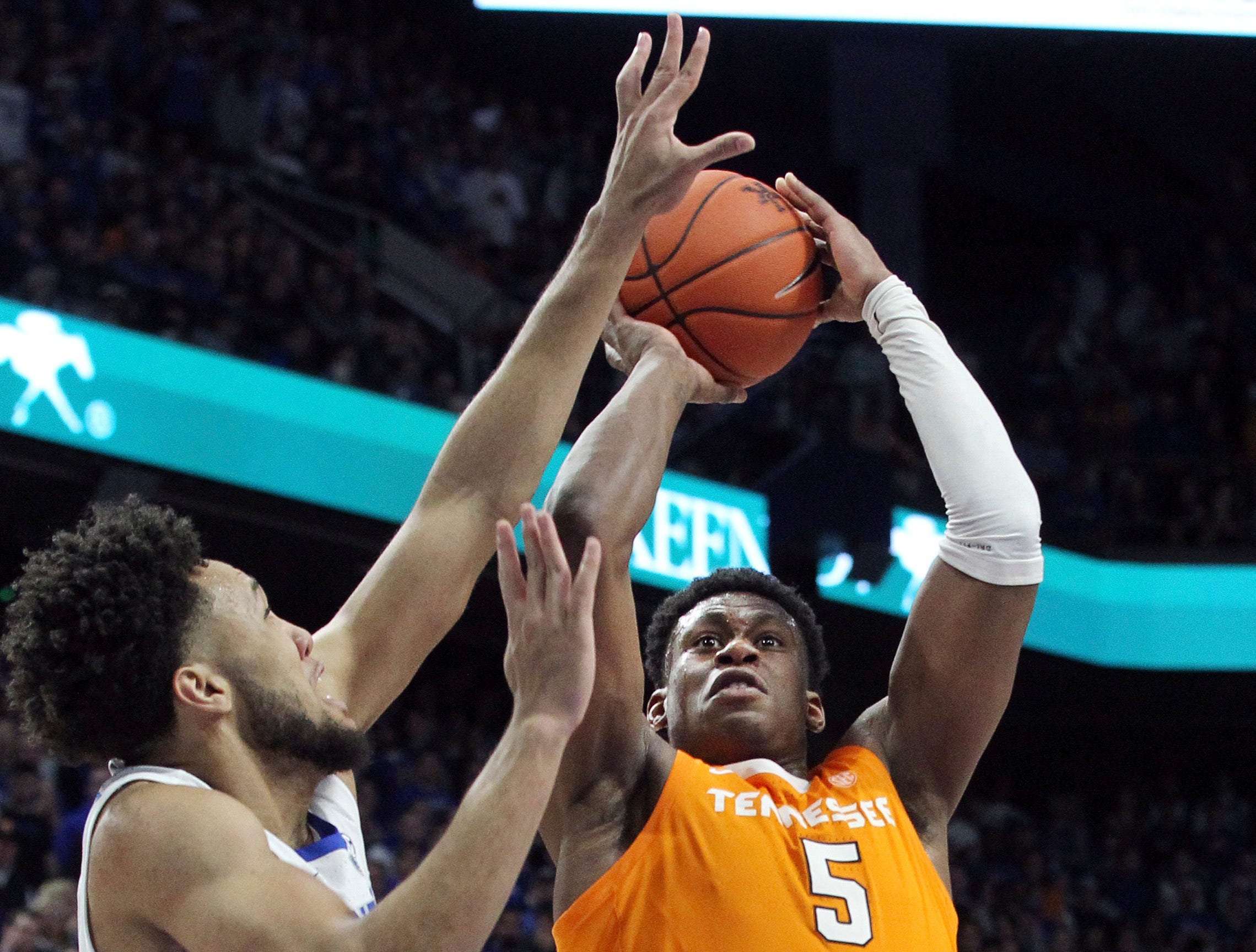 Tennessee's Admiral Schofield (5) shoots while pressured by Kentucky's EJ Montgomery during the second half of an NCAA college basketball game in Lexington, Ky., Saturday, Feb. 16, 2019. Kentucky won 86-69. (AP Photo/James Crisp)