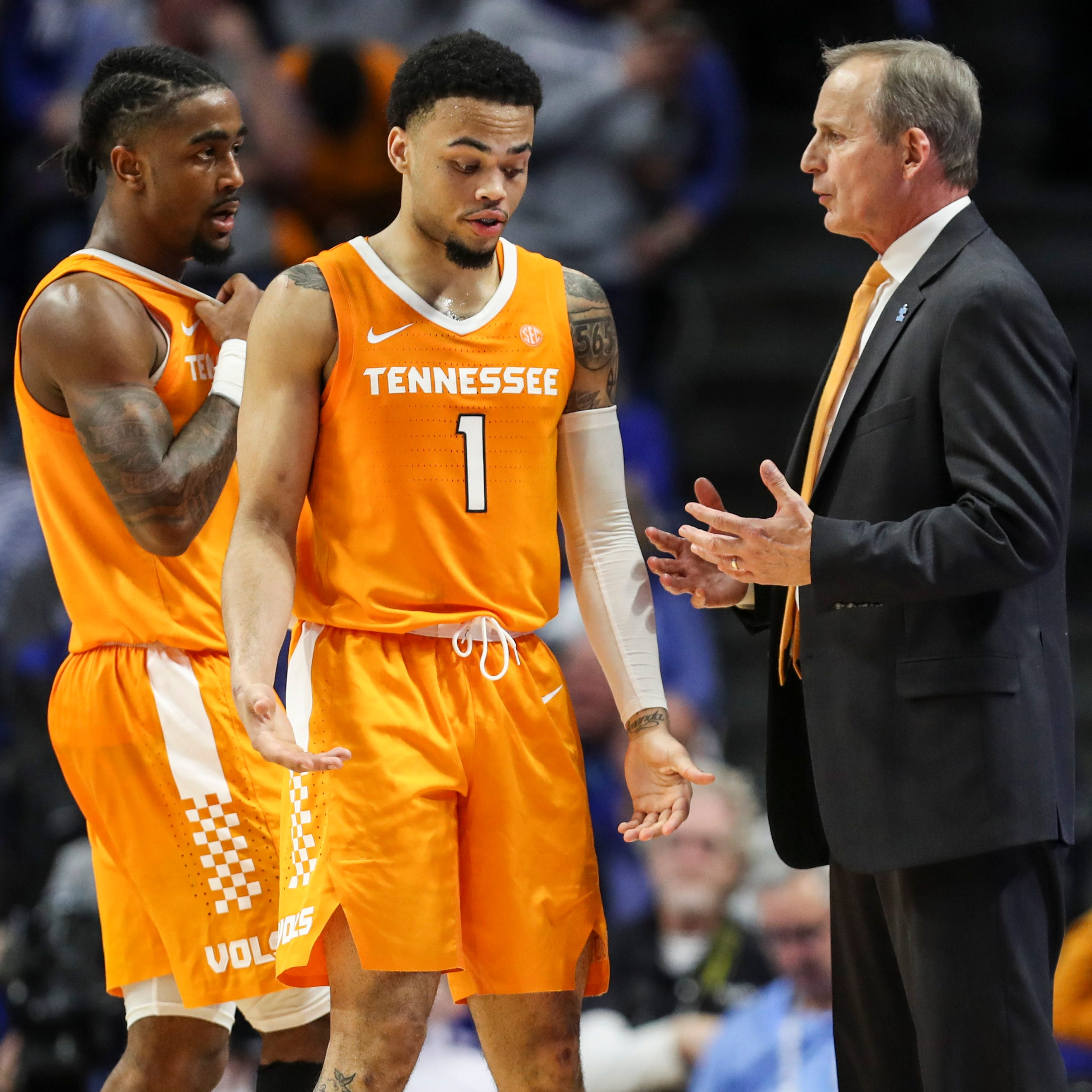 UT Vols basketball drops in polls after Kentucky loss