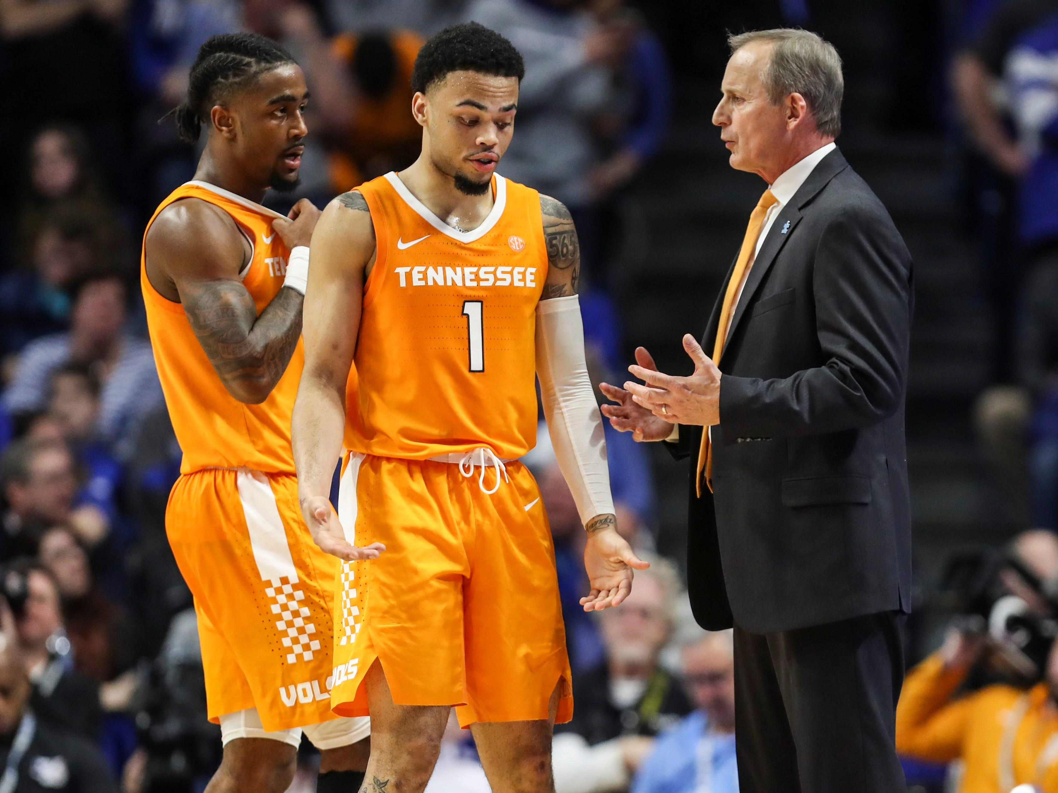 UT Vols basketball drops in polls after Kentucky loss