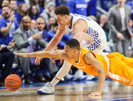 Tennessee's Grant Williams and Kentucky's Reid Travis scramble for a loose ball in the first half.