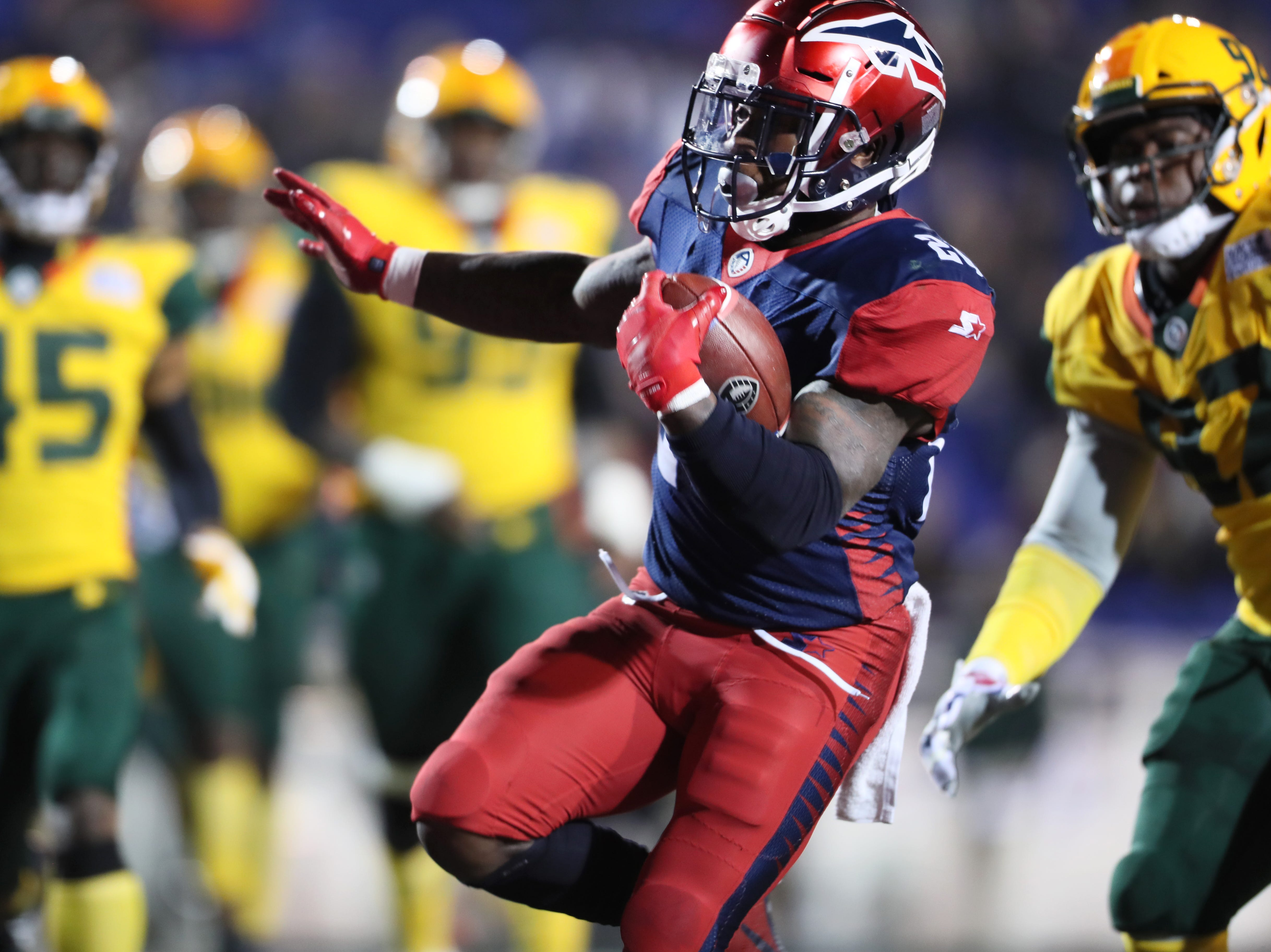 Memphis Express running back Zac Stacy runs in for a touchdown against the Arizona Hotshots during their game at the Liberty Bowl on Saturday, Feb. 16, 2019.