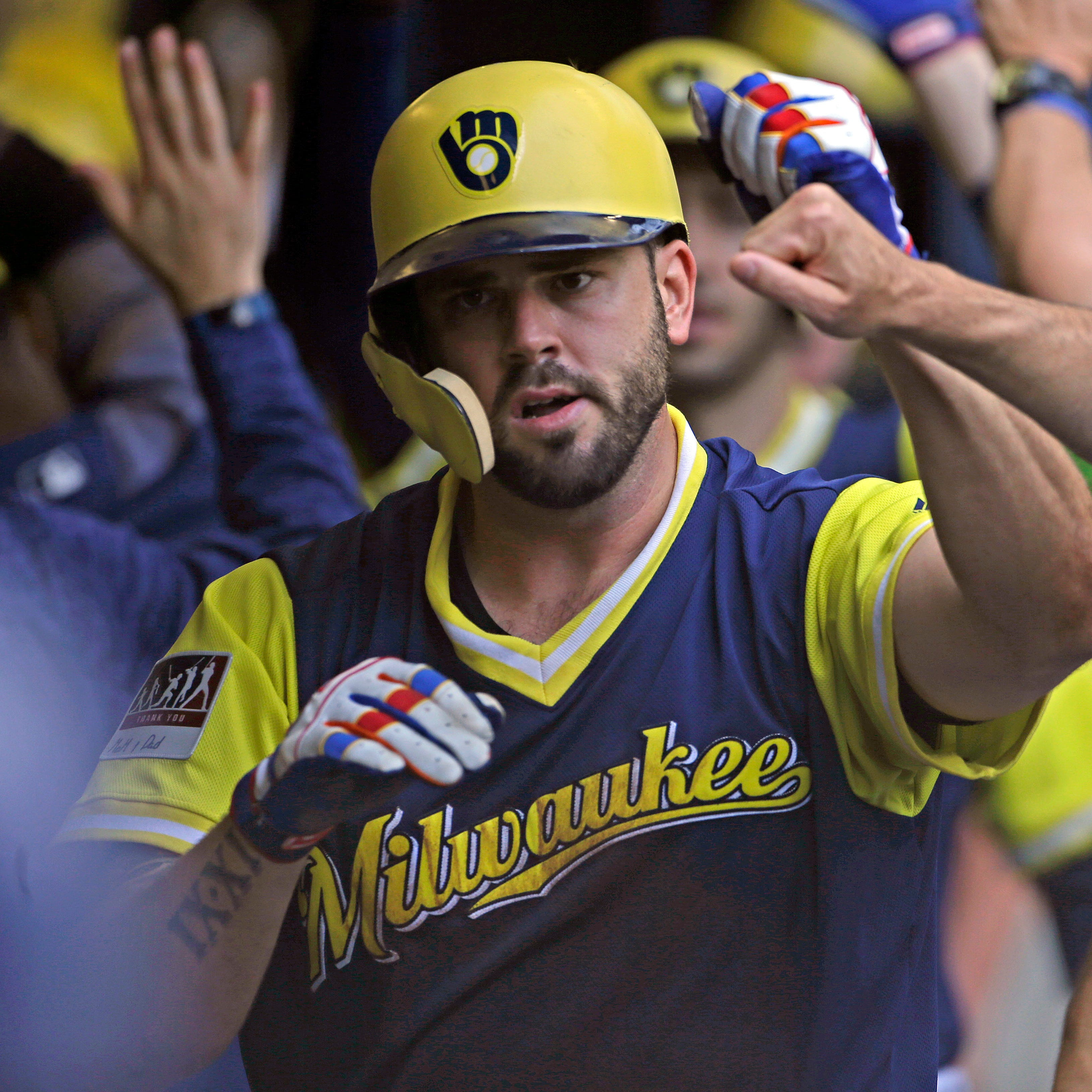Mike Moustakas agrees to one-year deal to return to Brewers, believed to be for $10 million