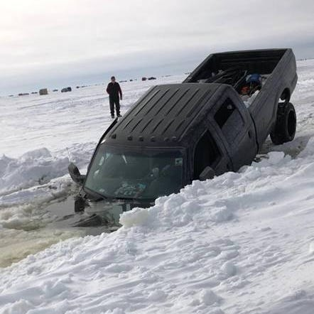 Viral video shows pickup truck sinking into Lake Winnebago