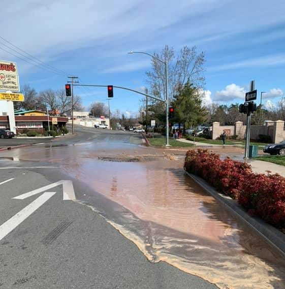 Broken water main floods Cypress at Pine; Redding police urge public to avoid area
