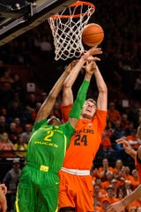Oregon forward Louis King (2) and Oregon State forward Kylor Kelley (24), from Gervais, struggle to control a rebound.