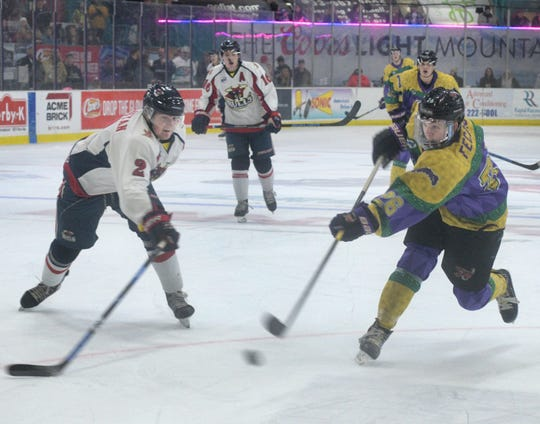 Shreveport Mudbug Billy Feczko scores a first period goal in their game against Amarillo Saturday at George's Pond.