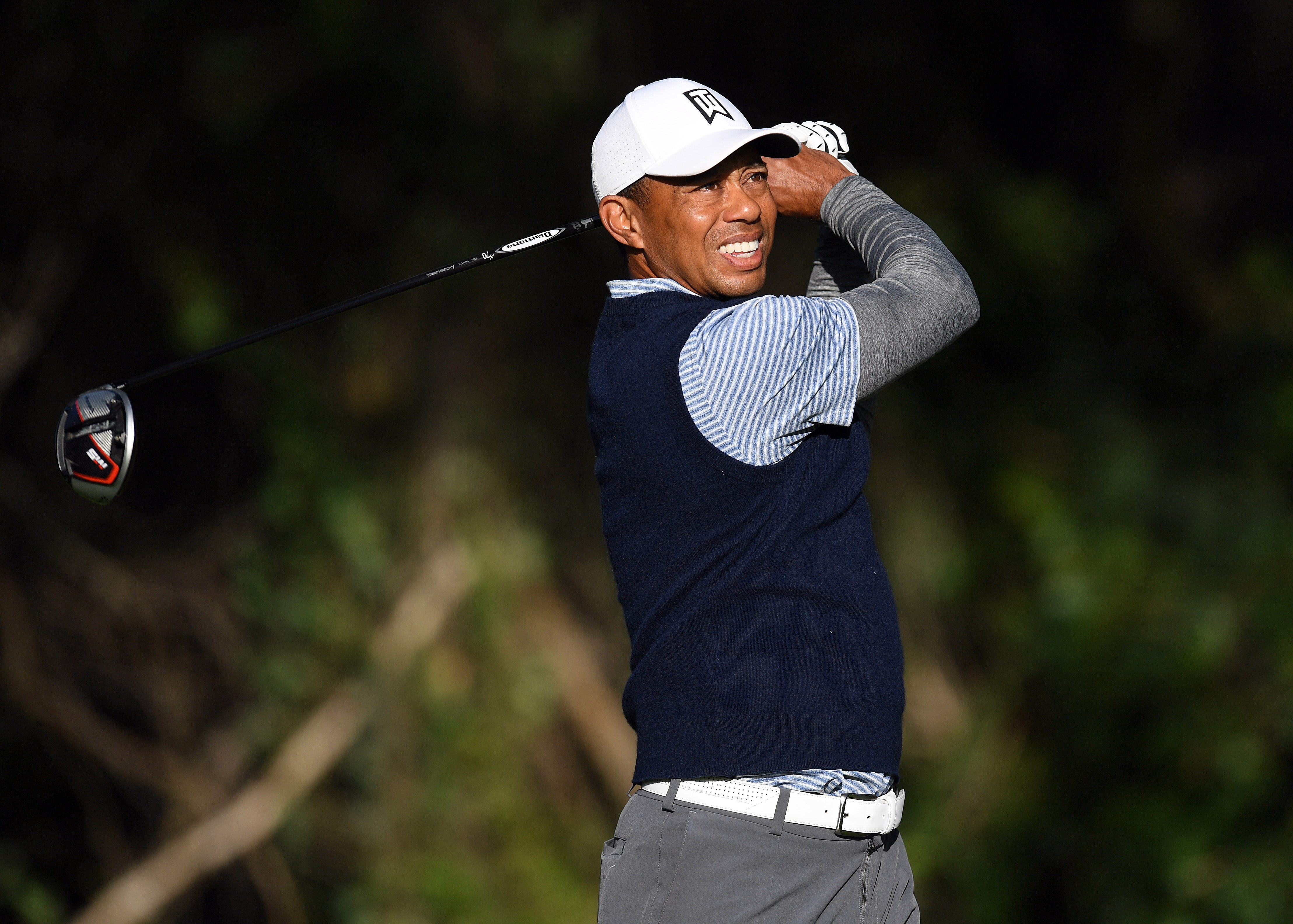 Tiger Woods lights up Riviera with incredible four-hole stretch to open third round