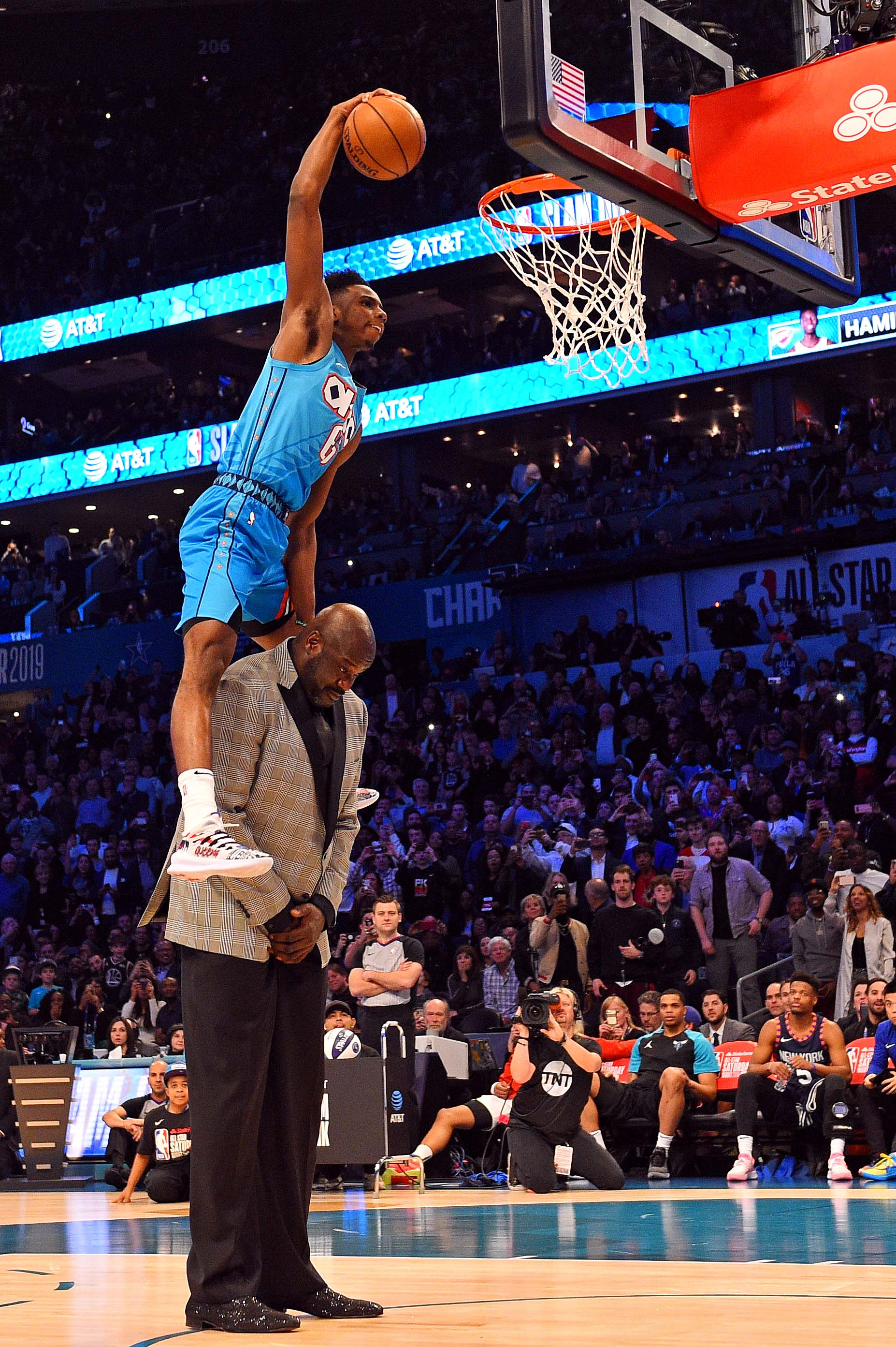 Hamidou Diallo leaps over Shaquille O'Neal to win 2019 Slam Dunk Contest