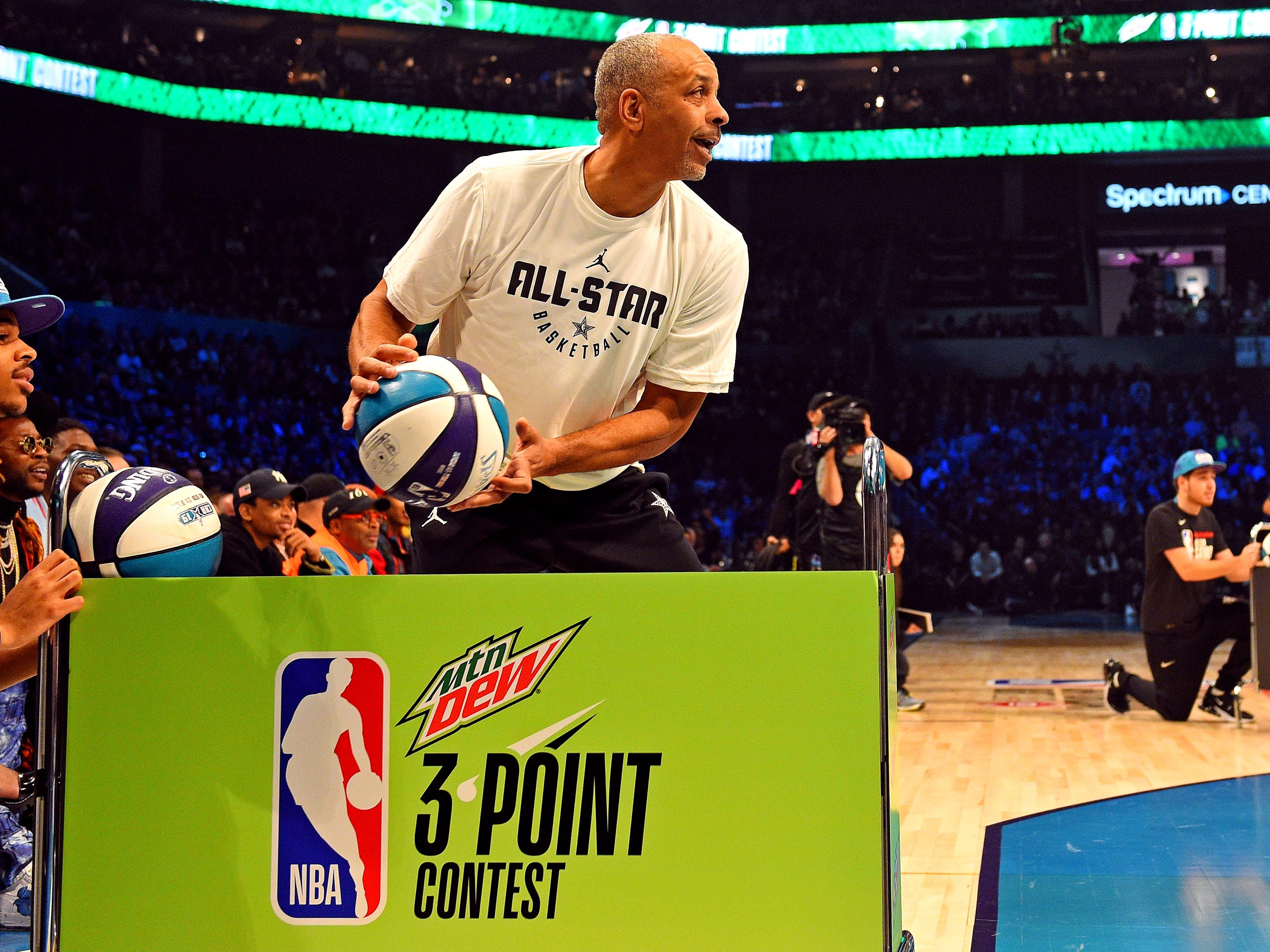 Dell Curry shoots for charity before the 3-Point Contest.