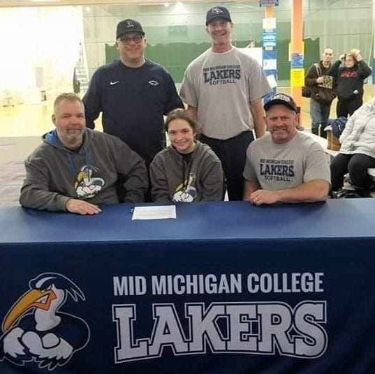 Lakeview senior Jordan Uptgraft signs to play softball at Mid Michigan College