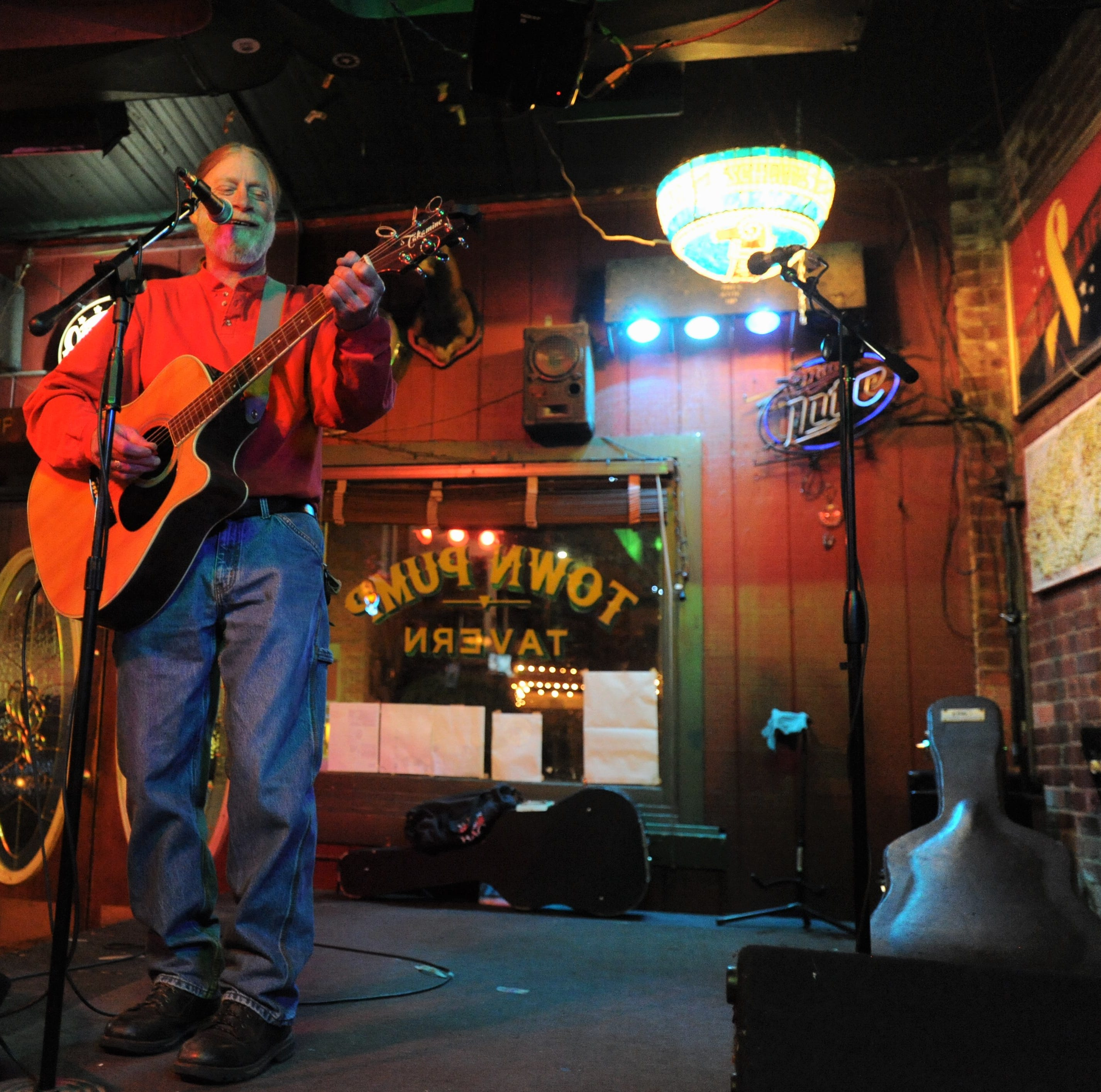 Open mic night at the Town Pump is homecoming for local musician