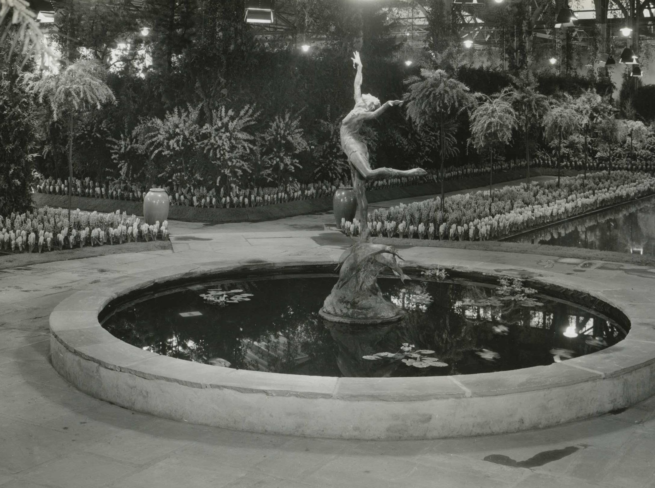 The fountain at the 1935 Philadelphia Flower Show.