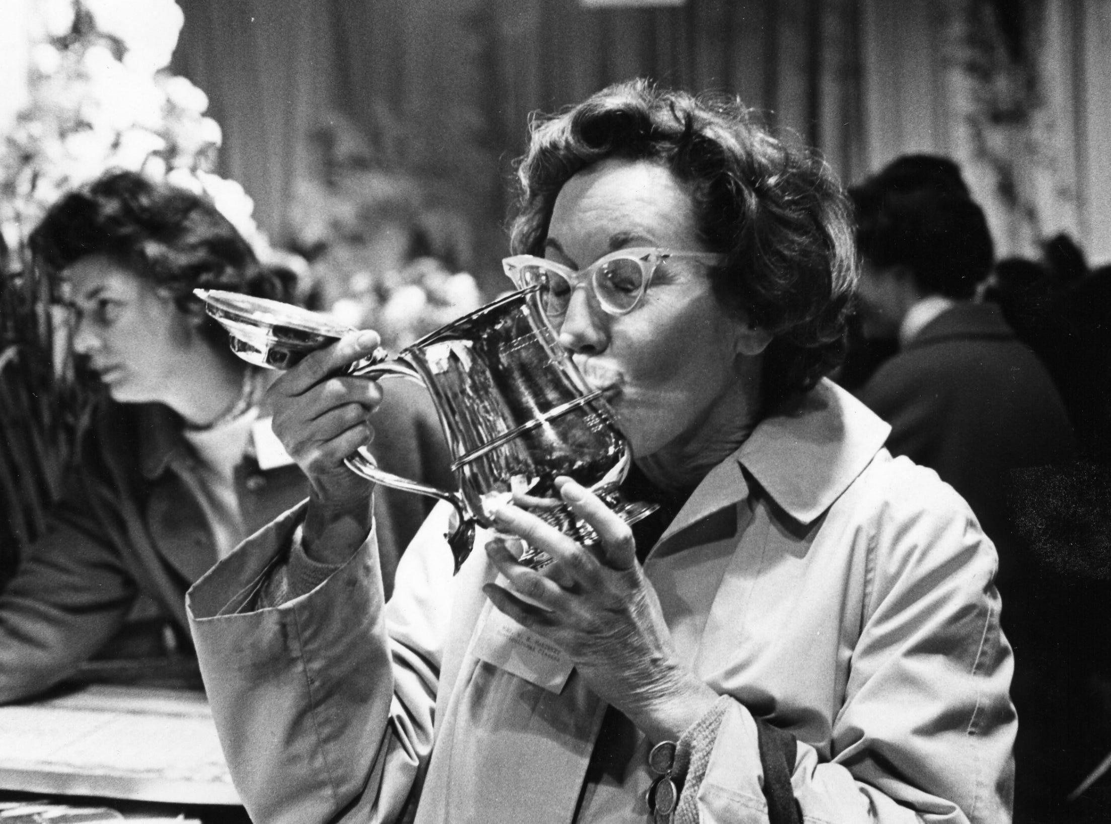 Joy MacKinney, a 1970 Philadelphia Flower Show sweepstakes winner, kisses her statue.