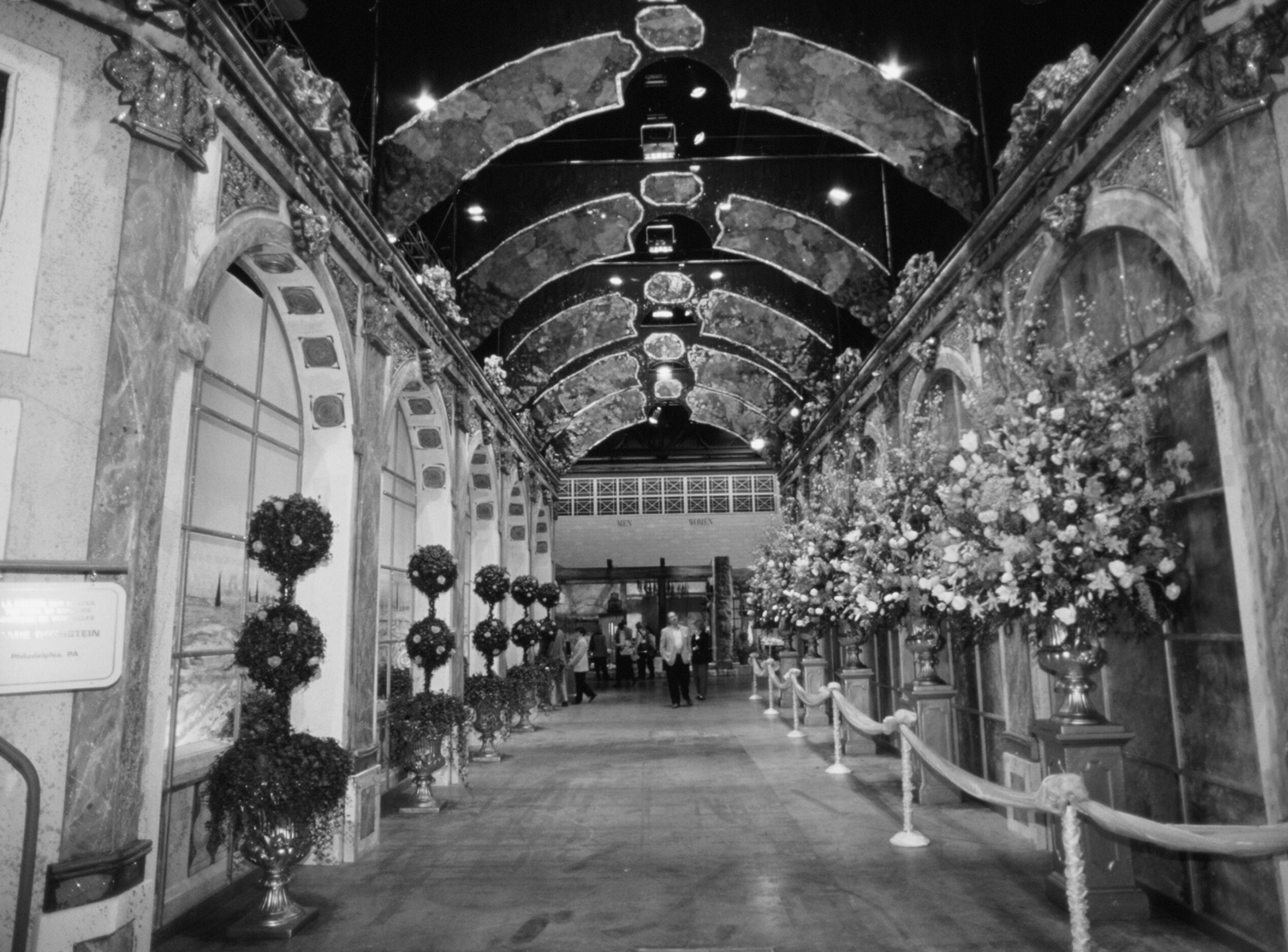 The Jaime Rothstein Hall of  Mirrors at the 1998 Philadelphia Flower Show.