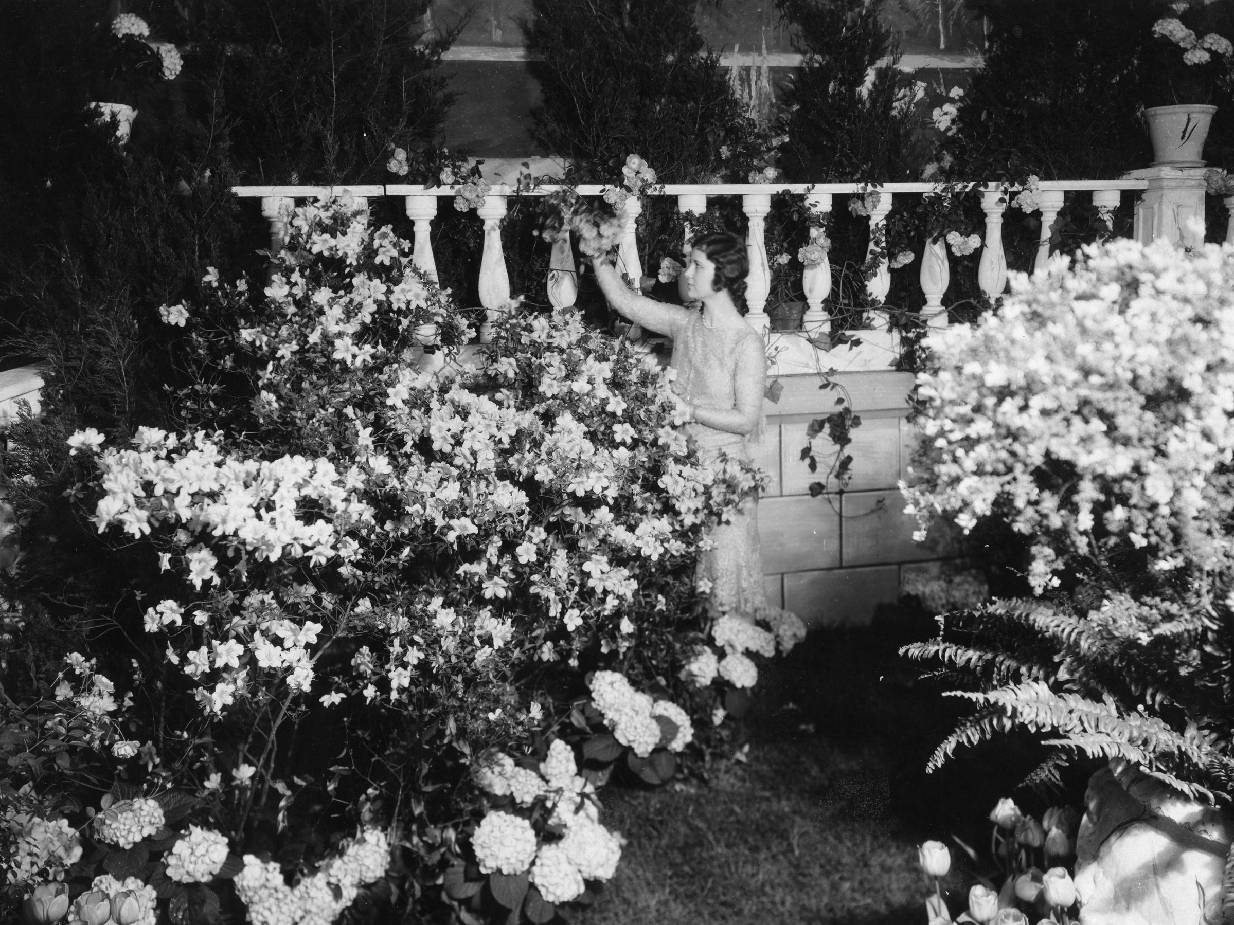 The 1929 'Burpee Girl,' representing the seed catalog at the Philadelphia Flower Show.