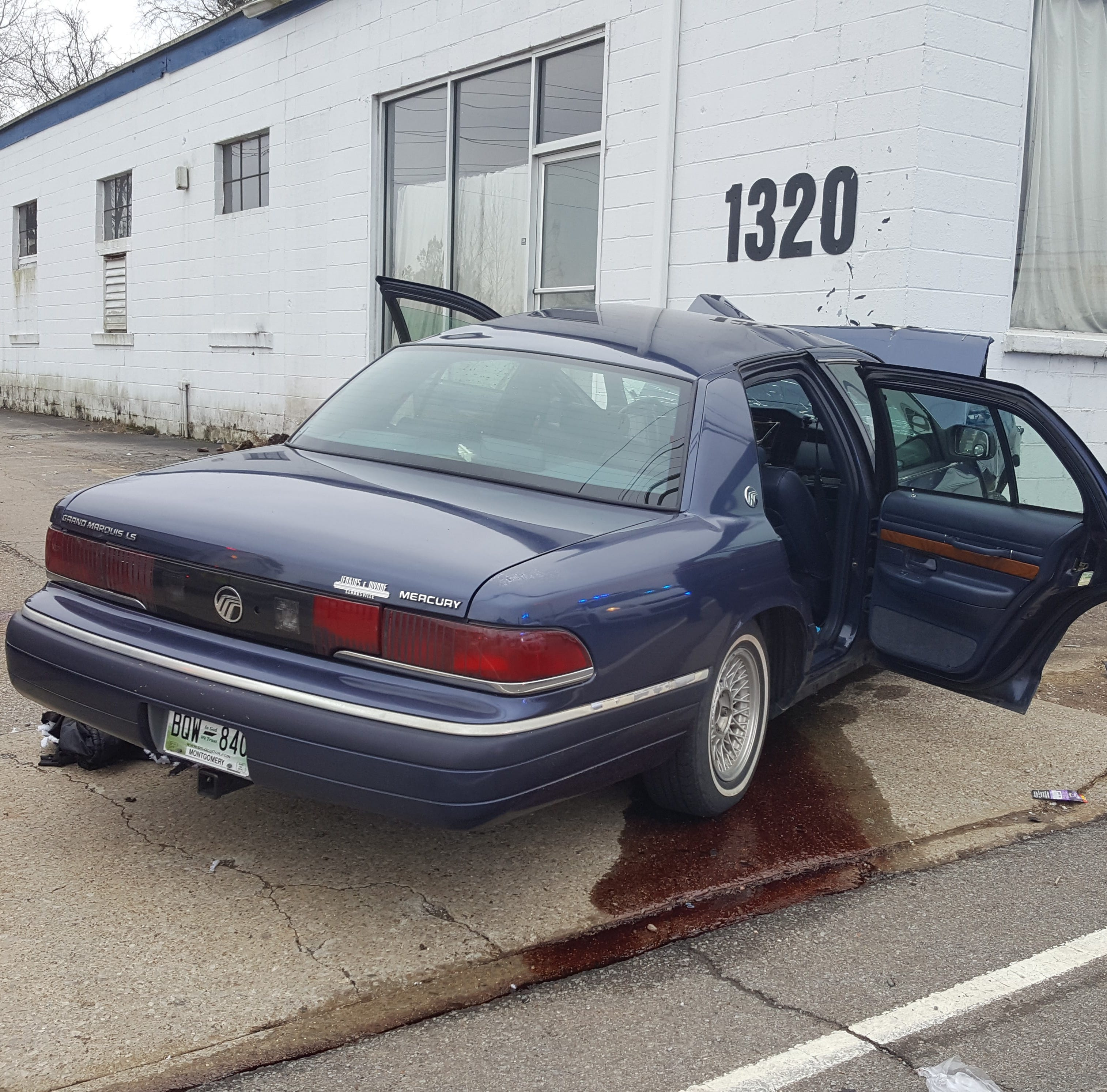 Driver killed after crashing a car into an empty building
