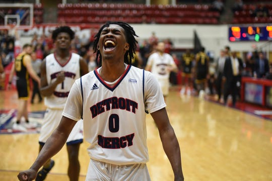 Detroit Mercy freshman Antoine Davis will have a chance to break Stephen Curry's record of 3-pointers made by a freshman this Saturday against rival Oakland University.
