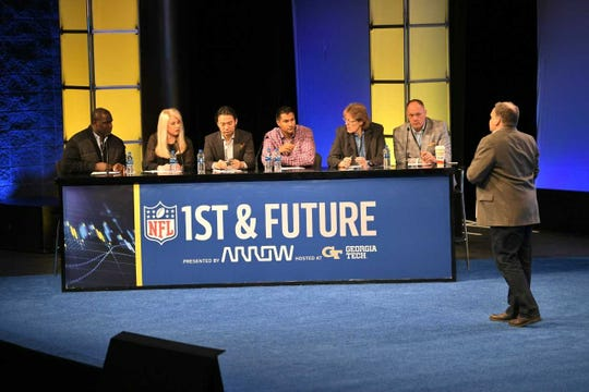 Judges, from left to right: Shawn Springs, CEO, Windpact; Allison Sabia, general manager, Digital, Arrow Electronics; Victor Gao, chief marketing officer, Arrow Electronics; Sarath Degala, vice president, BIP Capital; Leigh Ann Curl, head orthopedic surgeon, Baltimore Ravens; Geoff Collins, coach, Georgia Tech) listen to Russ Rymut pitch his hydration sensor at 1st and Future.