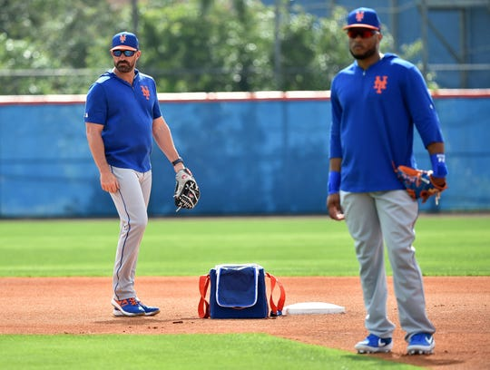 New York Mets manager Mickey Callaway (left) looks on next to second baseman Robinson Cano (right) at First Data Field.