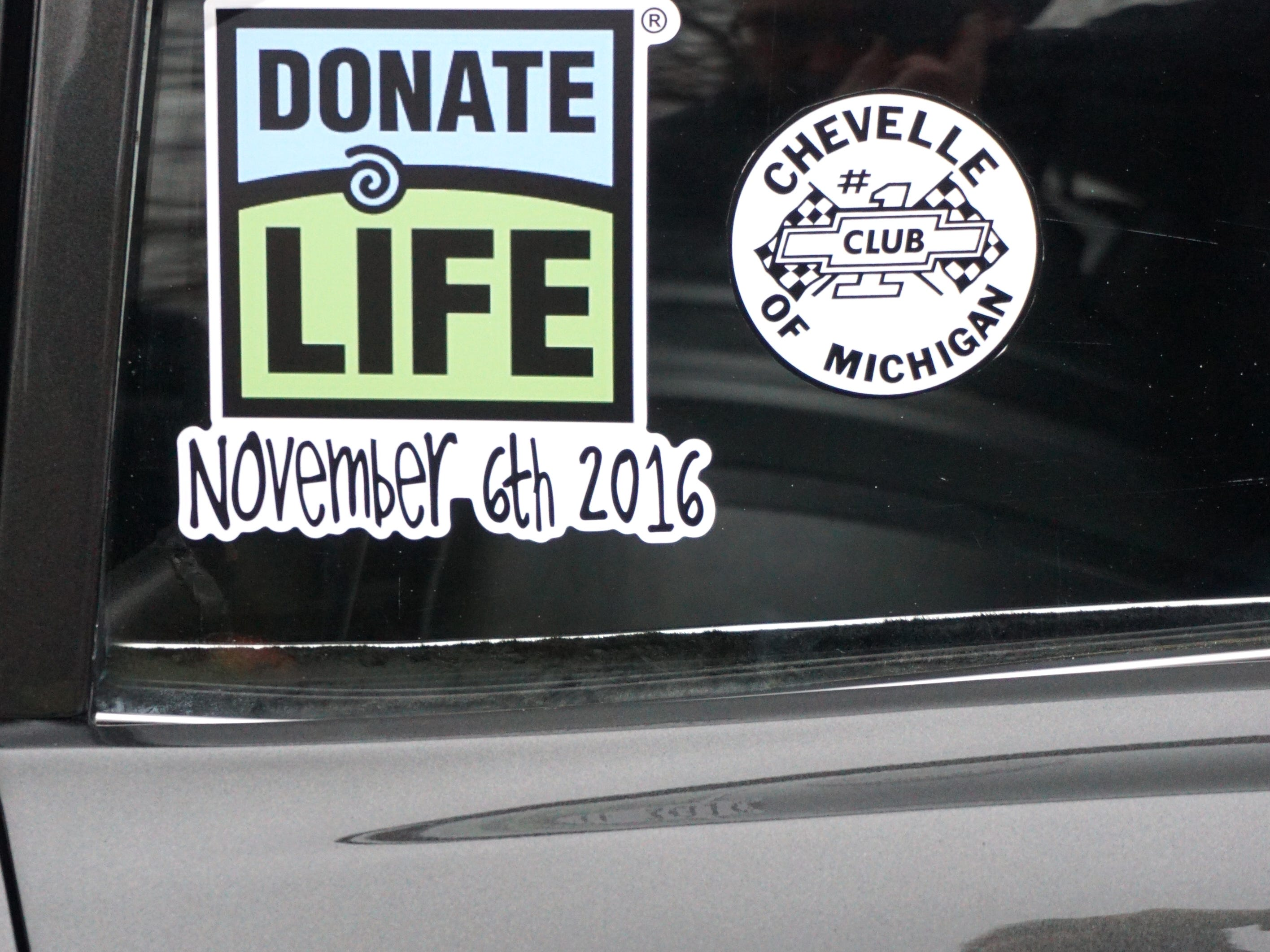 Carey's '67 Chevelle was painted in the colors and pattern of the Donate Life campaign and notes the day he received a double-lung transplant: November 6, 2016.
