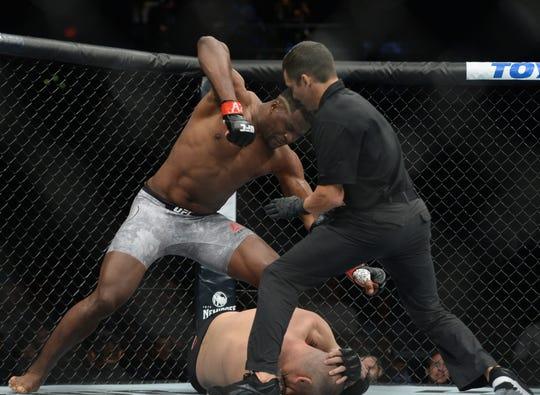 Francis Ngannou fulmino a Cain Velasquez en tan solo 26 segundos.