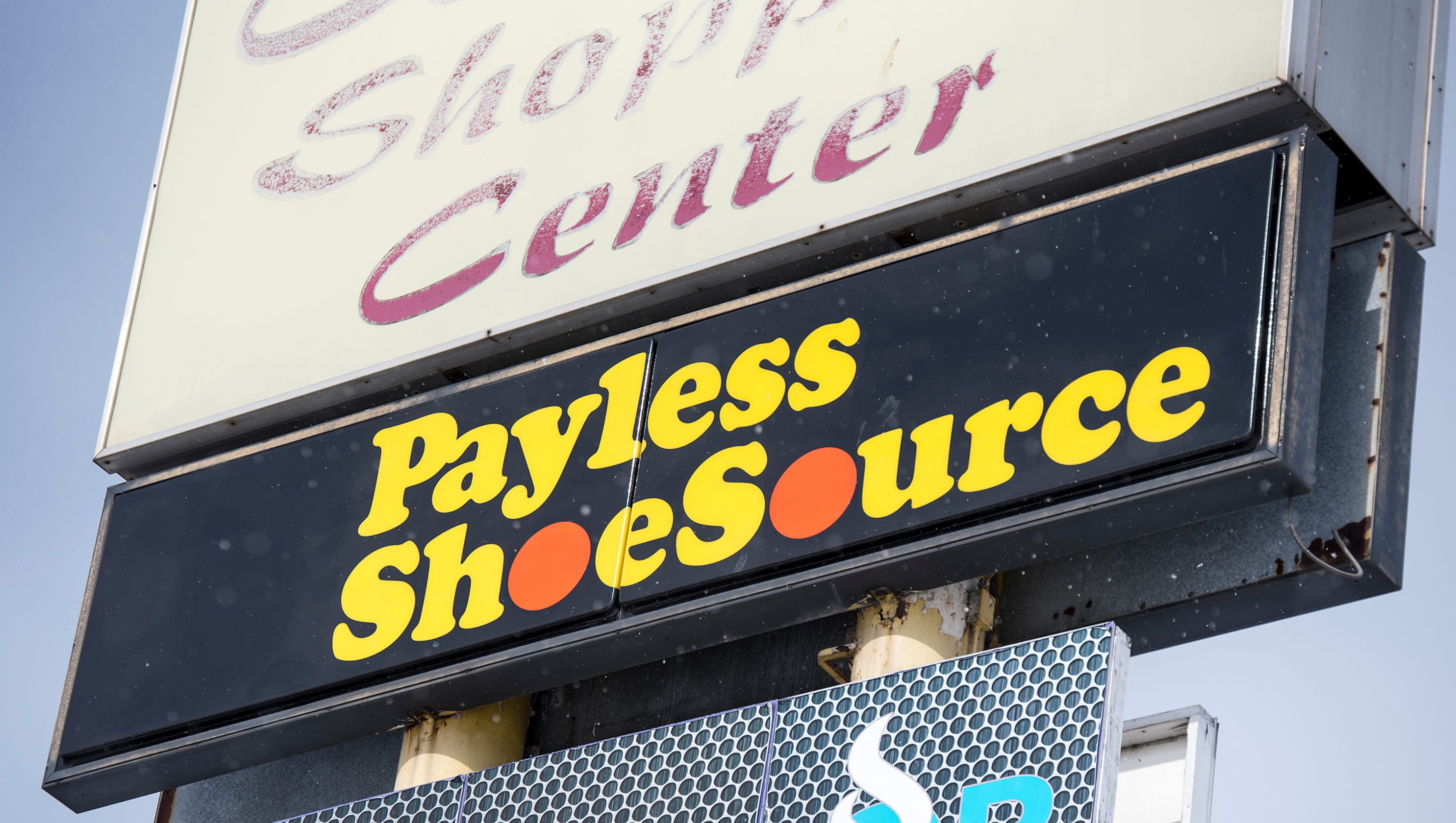 17f76498e Payless to close locations